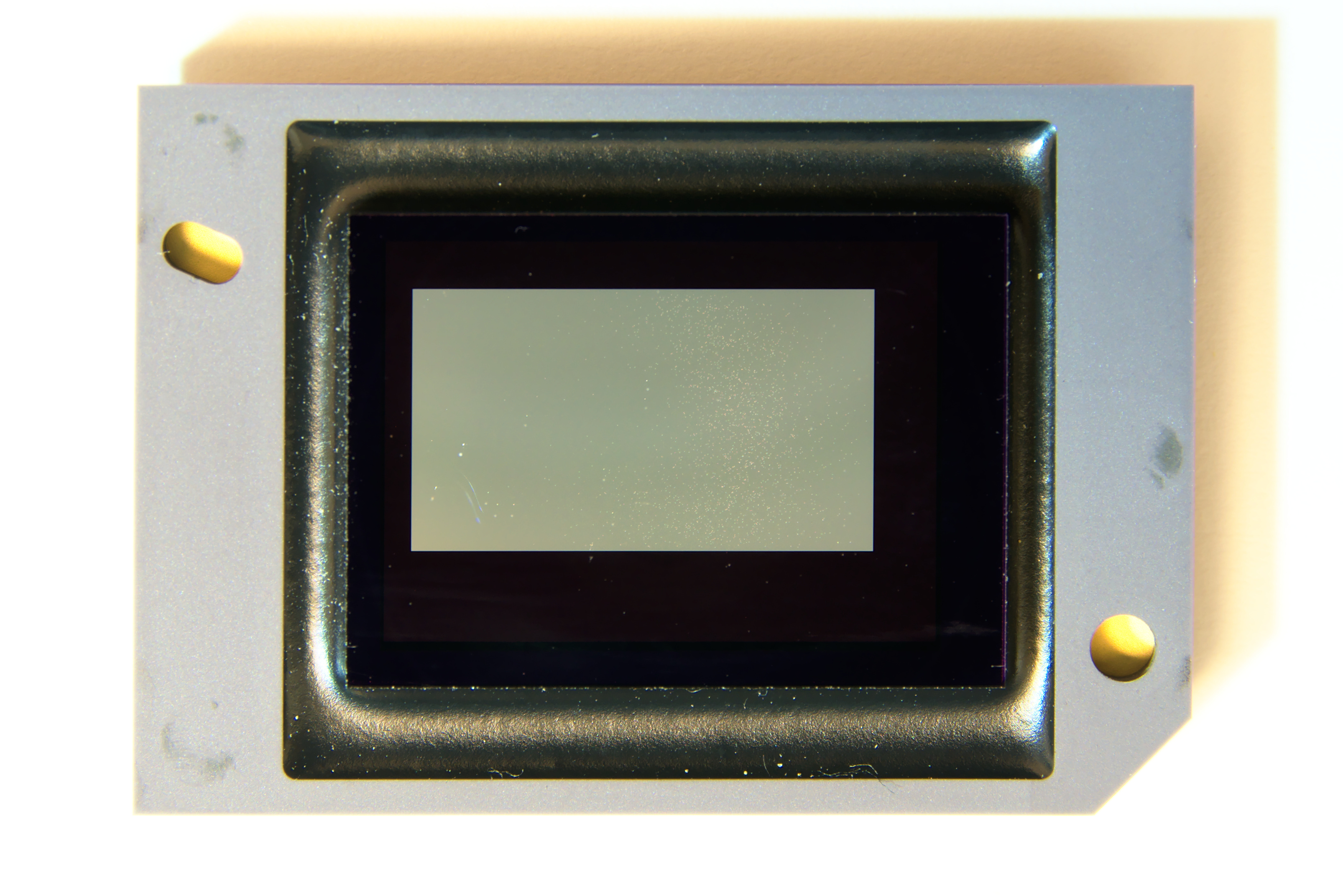 digital micromirror A digital micromirror device (dmd) is an array of individually switchable mirrors that can be used in many advanced optical systems as a rapid spatial light modulator.