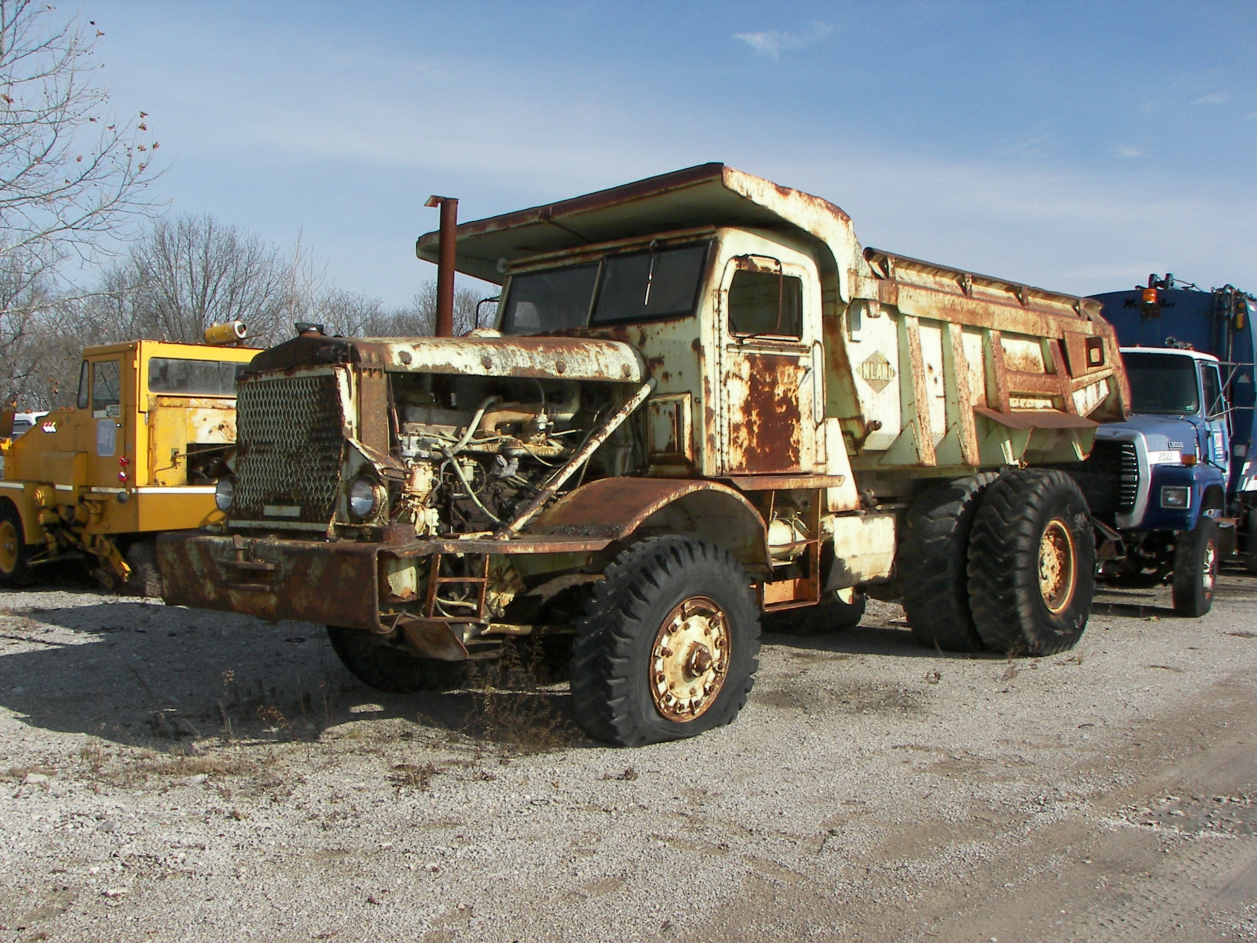 File:Euclid offroad dump truck old.jpg - Wikimedia Commons