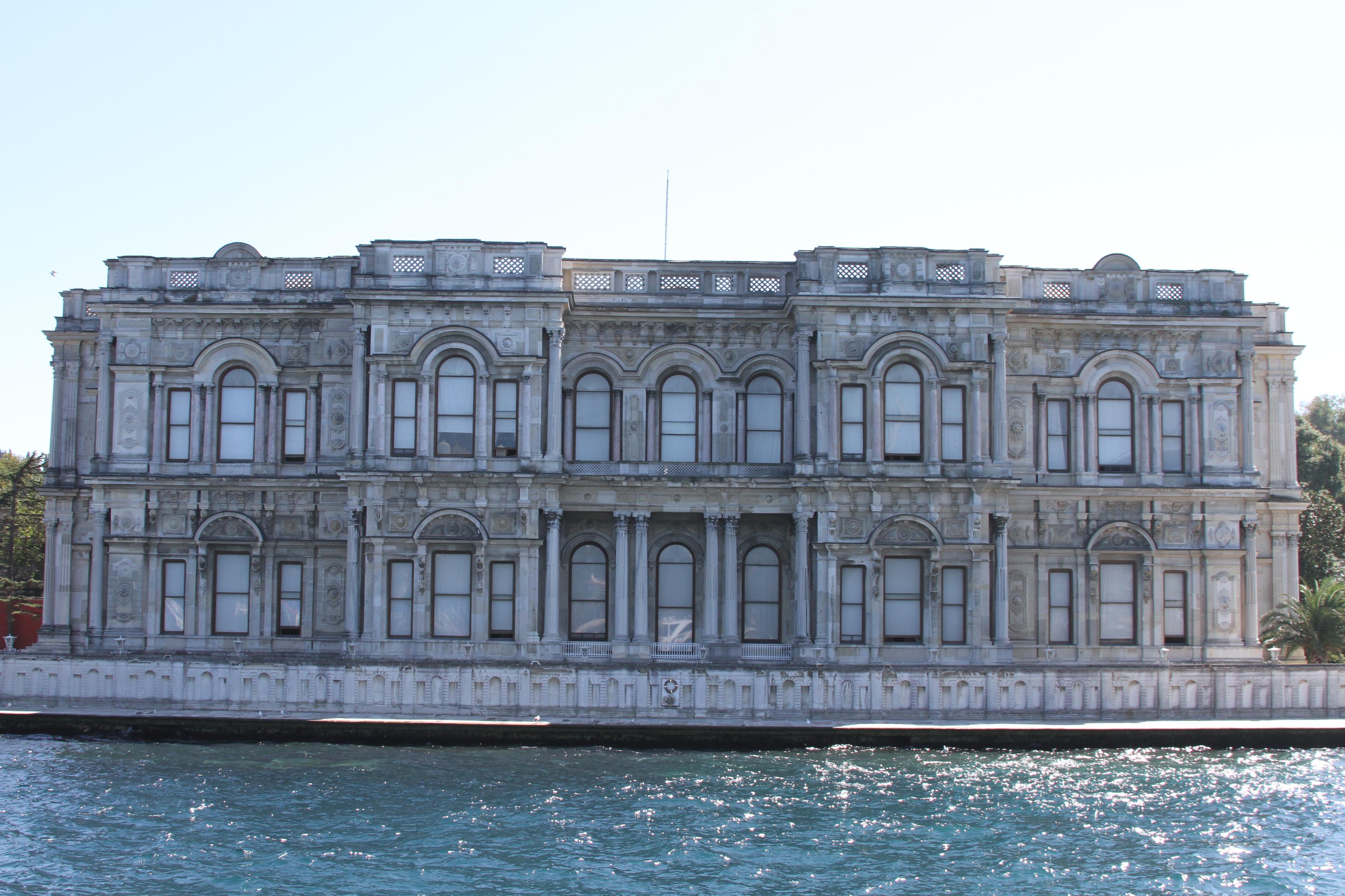 Exterior view of Beylerbeyi Palace from the Bosphorus (1).jpg