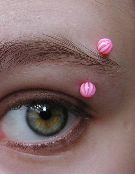 Description Eyebrow piercing.jpg