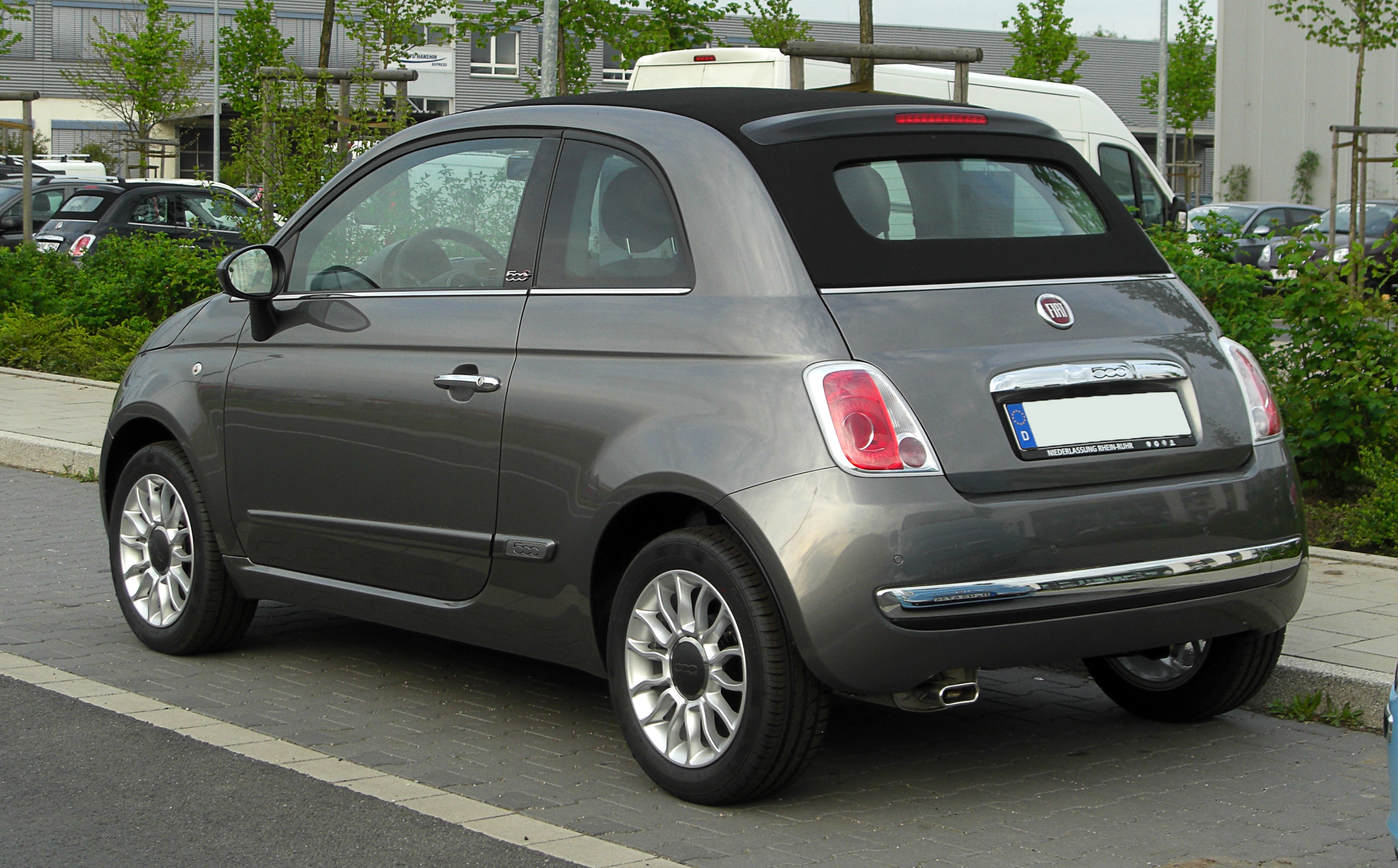 file fiat 500c 1 2 8v lounge heckansicht 16 april 2011 d wikimedia commons. Black Bedroom Furniture Sets. Home Design Ideas