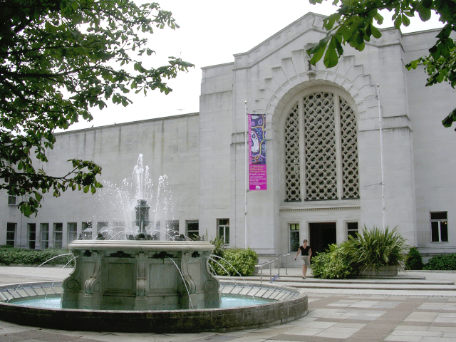 File:Fountain and entrance to Central Library and Art Gallery, Southampton Civic Centre - geograph.org.uk - 25185.jpg