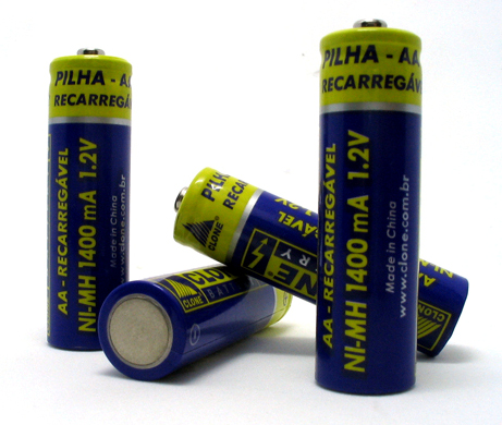 ملف:Four AA batteries.jpg
