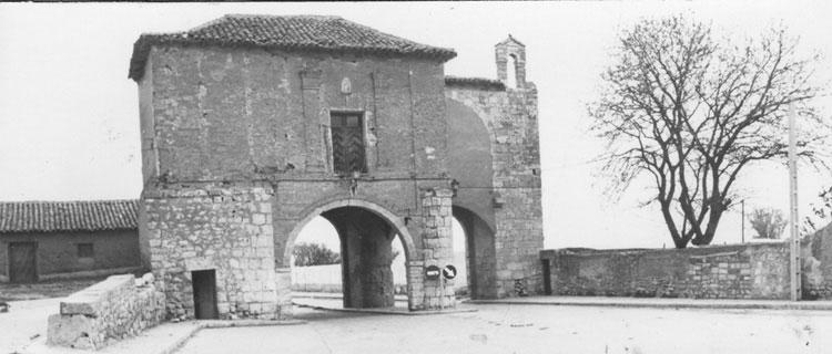 File:Fundación Joaquín Díaz - Arco de Ajújar - Medina de Rioseco (Valladolid) (3).jpg