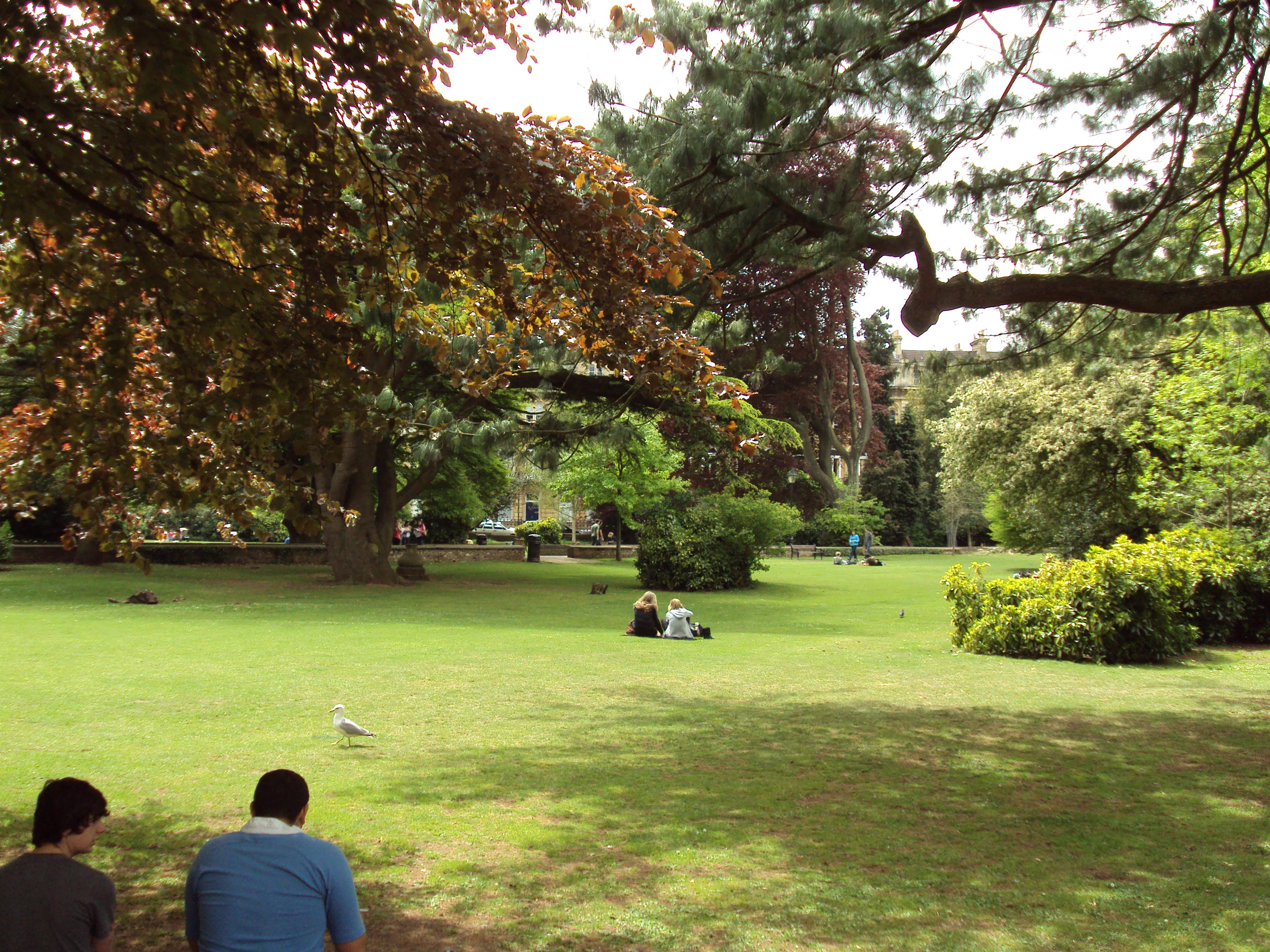 File:Gardens, Victoria Square, Clifton, Bristol   DSC05770.JPG