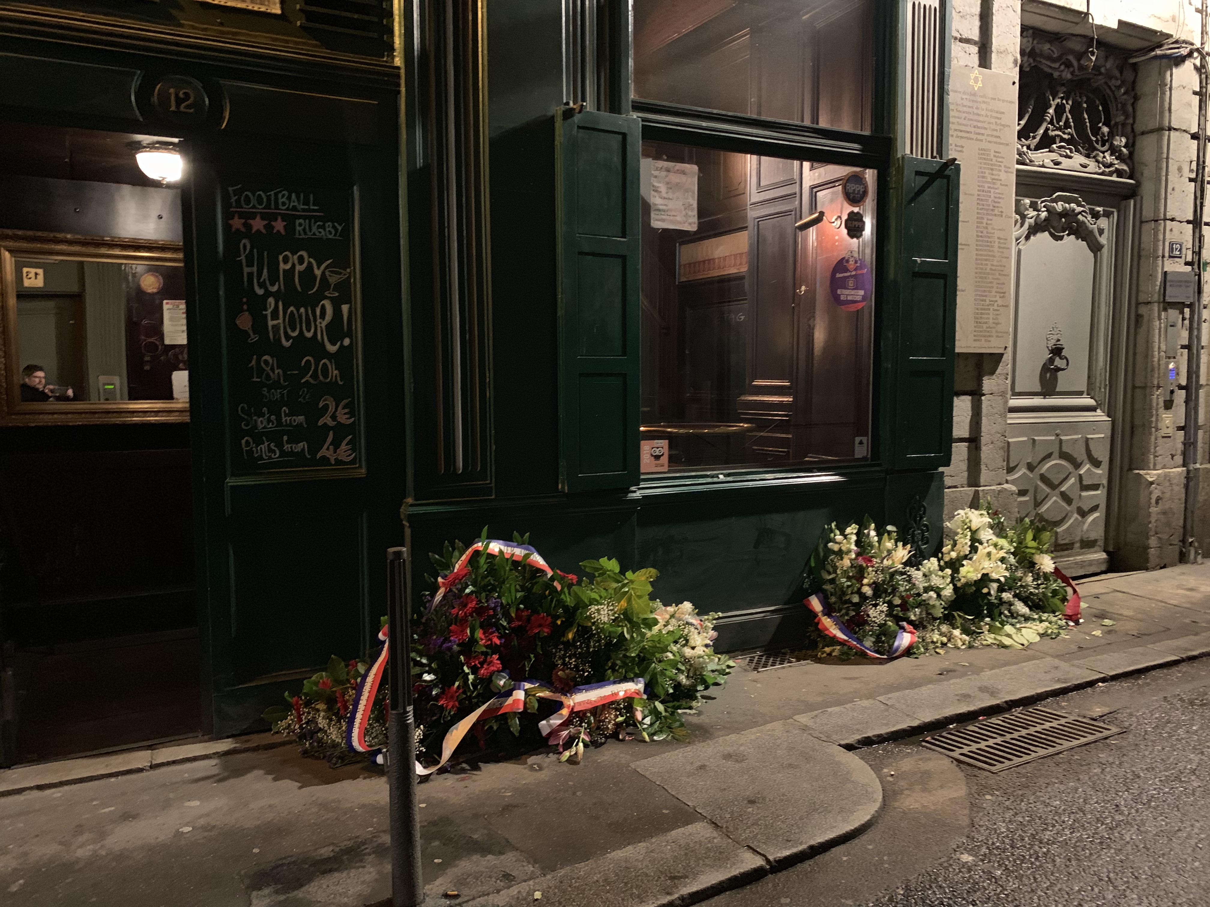 FileGerbes De Fleurs Au Pied La Plaque Commmorant Rafle Rue Sainte Catherine