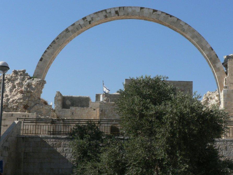 Арка на месте синагоги