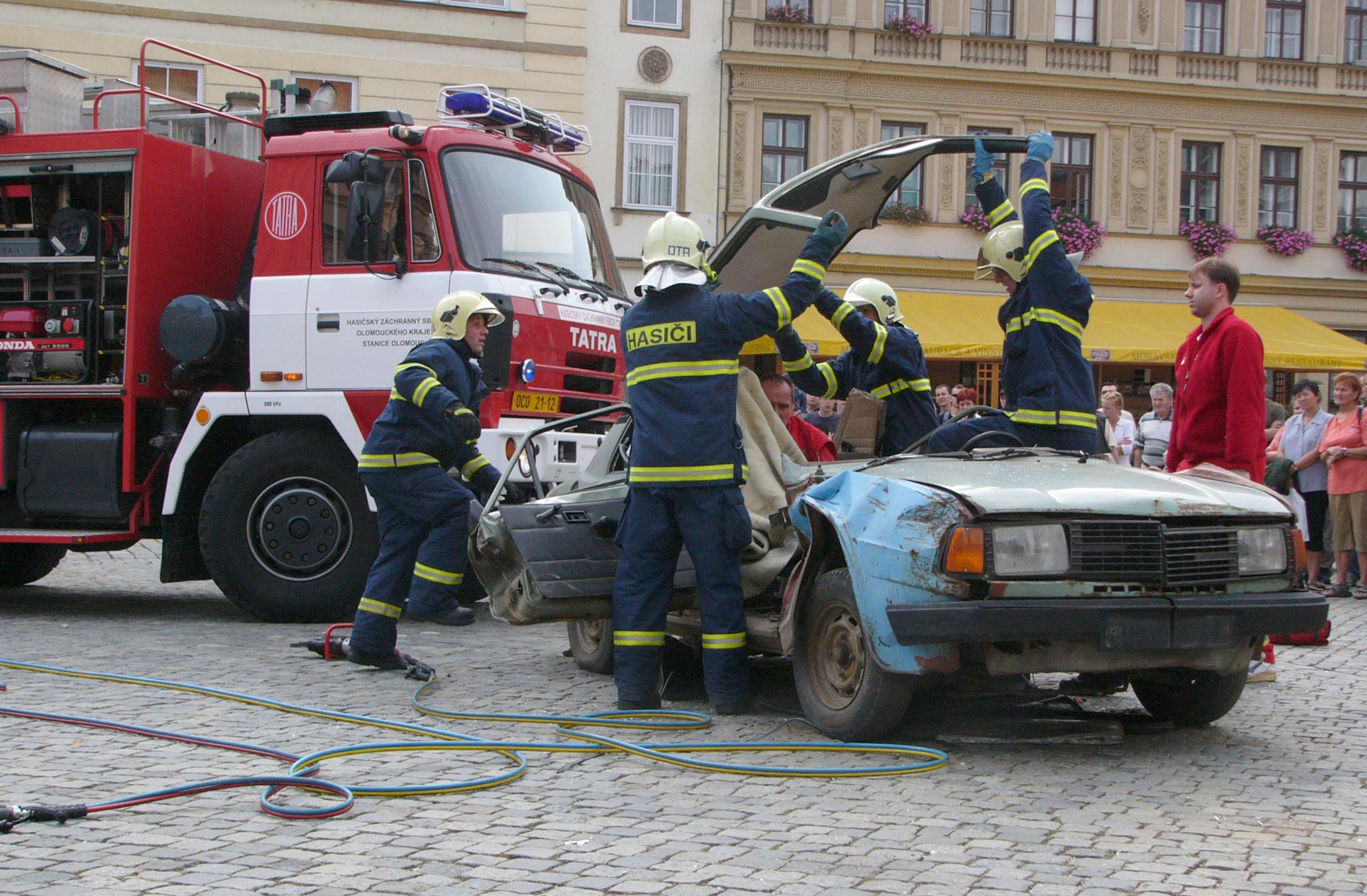 2 Person Car >> File:Hasici 1.jpg - Wikimedia Commons