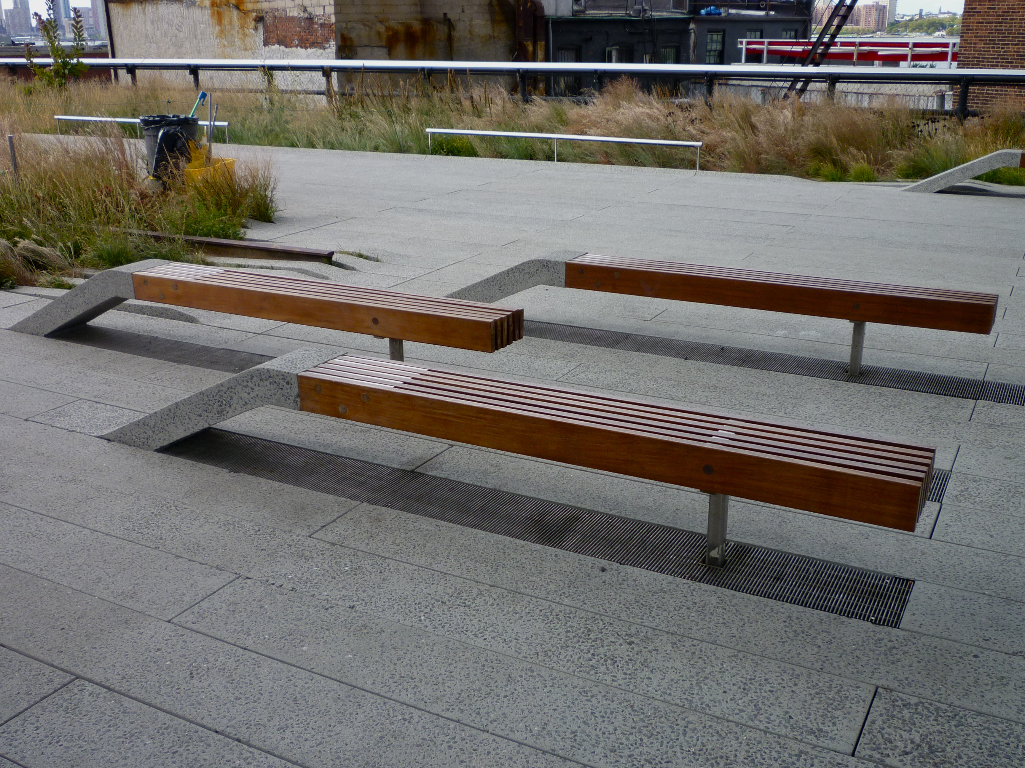 File:Highline benches (3959122221) - Wikimedia Commons