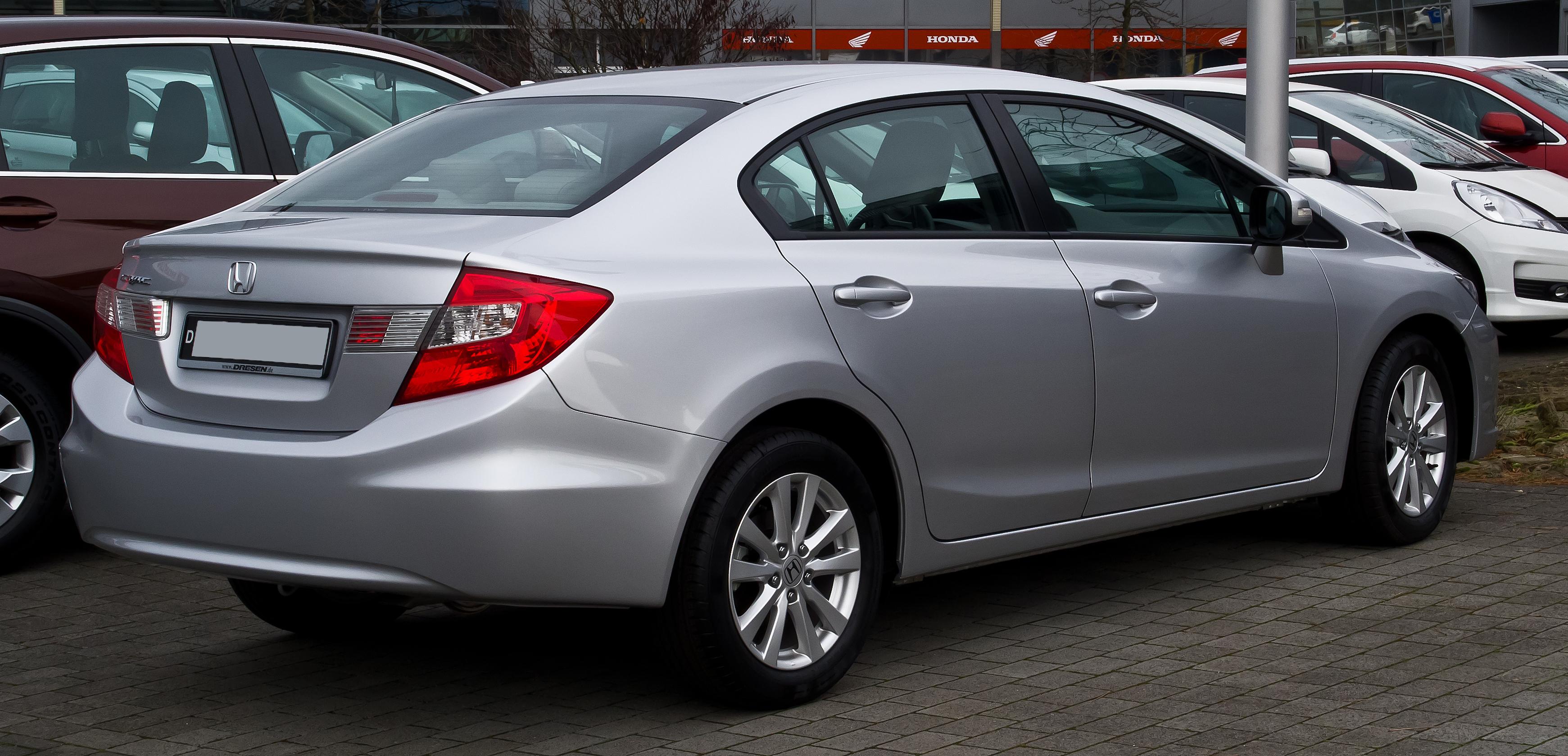 File:Honda Civic Stufenheck 1.8 i-VTEC Comfort (IX) – Heckansicht ...