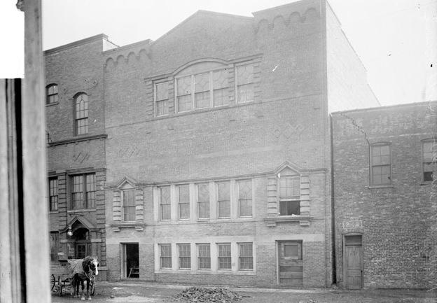 Hull House Women's Club building on Polk Street, 1905