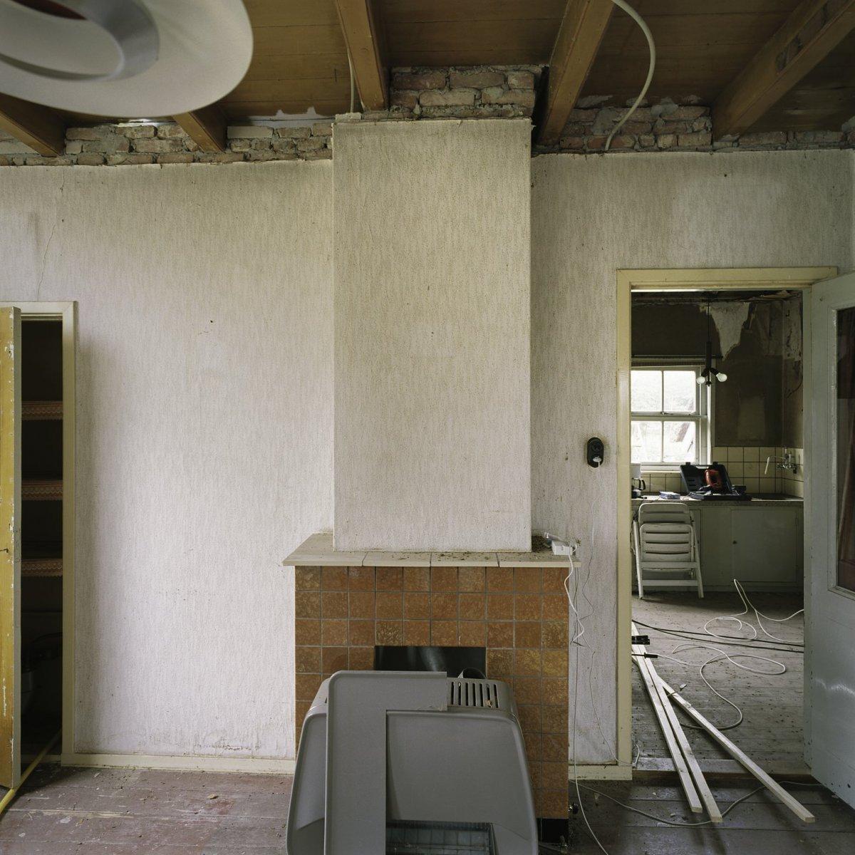 File interieur overzicht van de schouw met gaskachel in for Interieur woonkamer
