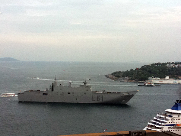 File:Juan Carlos L-61 in Istanbul.jpg
