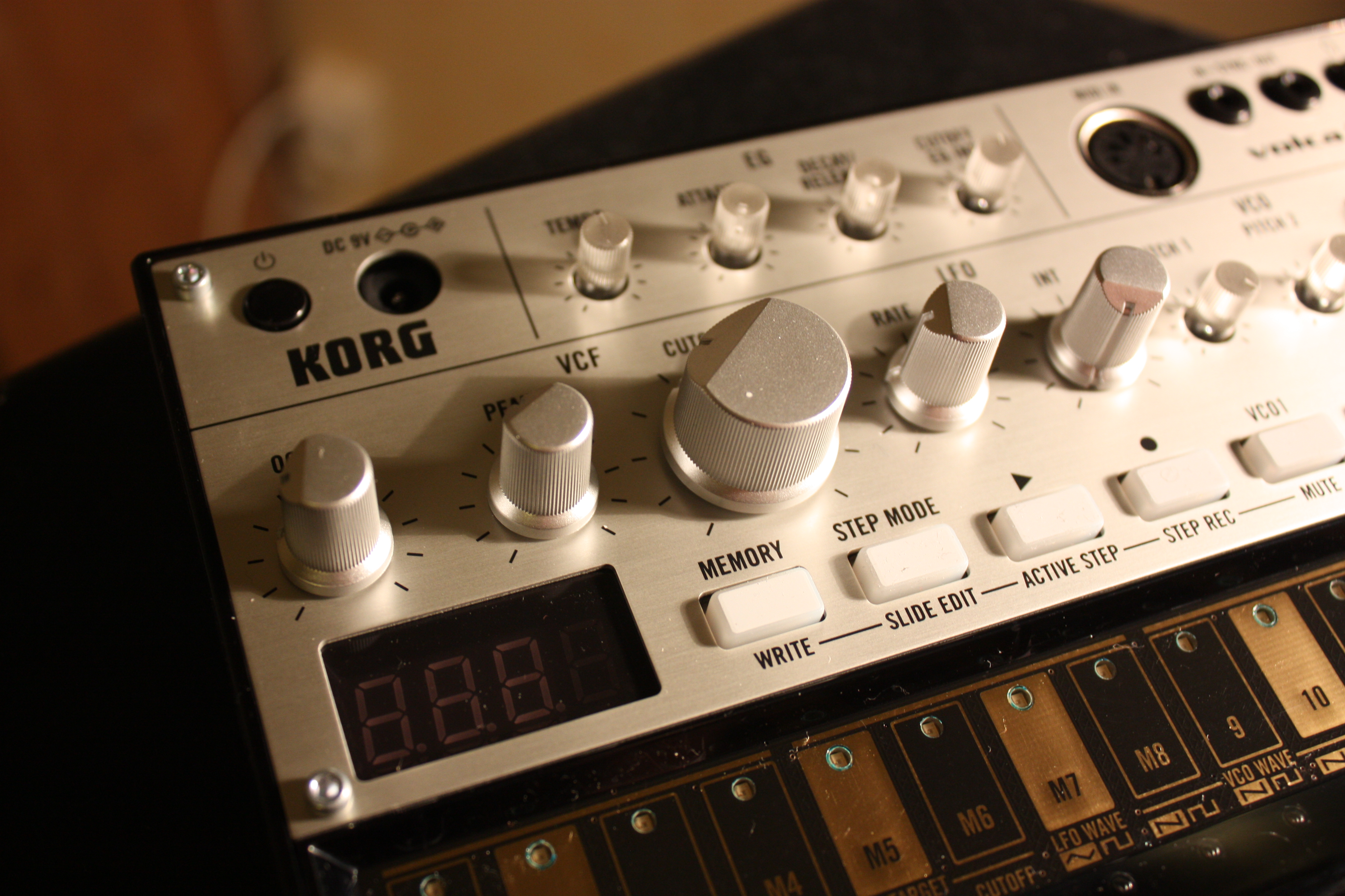 File:KORG Volca Bass - Knobs and keys (photo by David J) jpg