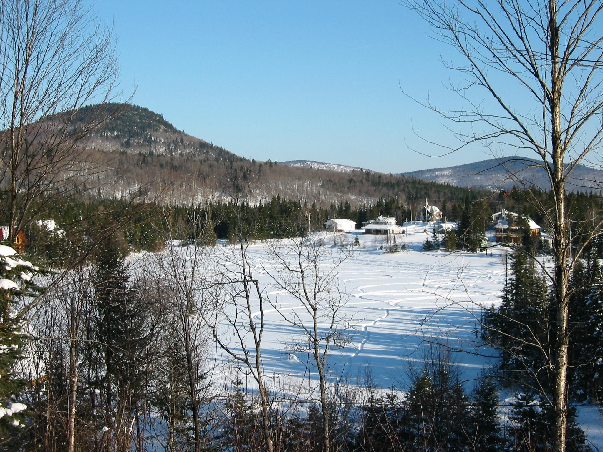 Fichier:Lac Poulin, Sainte-Brigitte-de-Laval.jpg — Wikipédia
