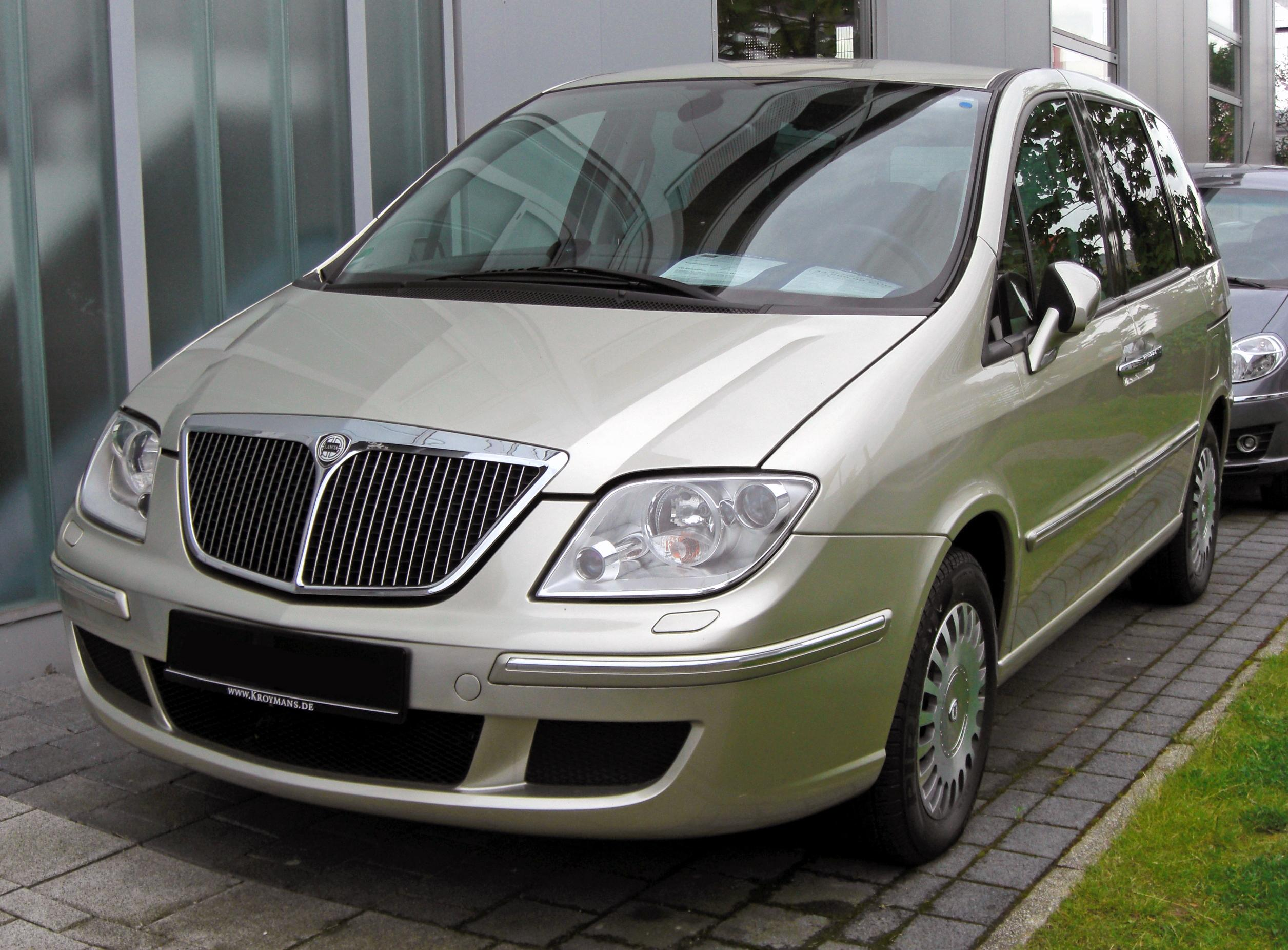 https://upload.wikimedia.org/wikipedia/commons/8/83/Lancia_Phedra_II_20090620_front.JPG