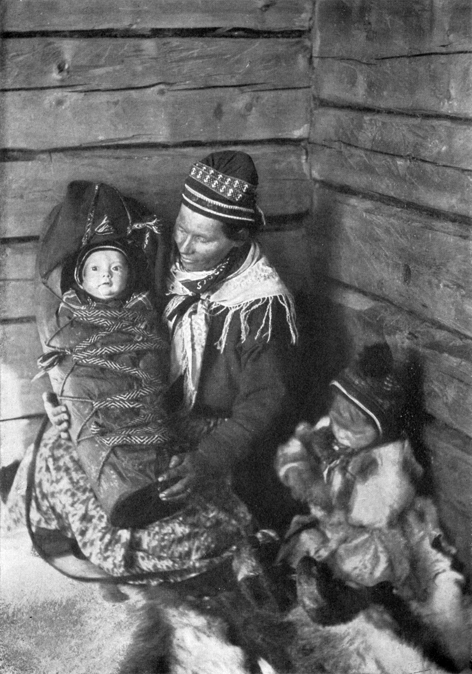 http://upload.wikimedia.org/wikipedia/commons/8/83/Lapland_Mother_NGM-v31-p556.jpg