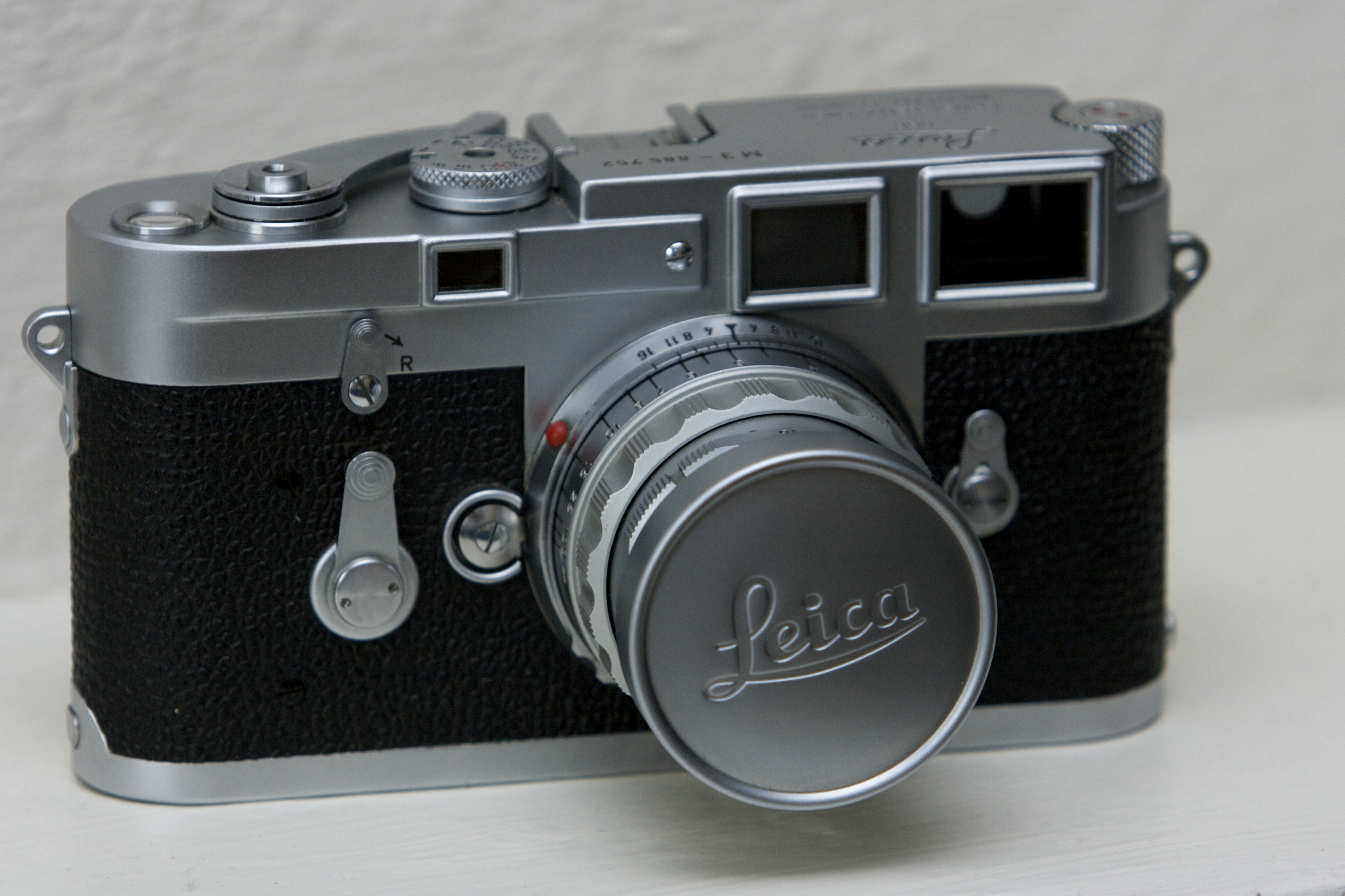 dating leica m3 But generally, even a leica m3 may be were assembled in canada wings but  still engraved  1/1/1955 m3 elc (exact date unrecorded) 746451~746500 50.