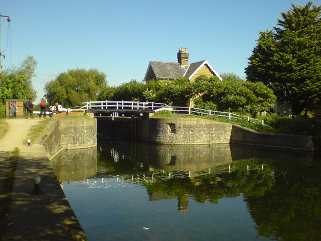 Lock and Lock Keeper's Cottage - geograph.org.uk - 766085