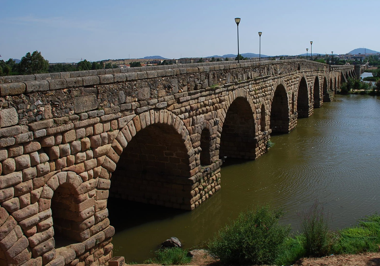 File:Mérida - Puente romano sobre el Guadiana - DSC 2172 W.jpg - Wikimedia Co...
