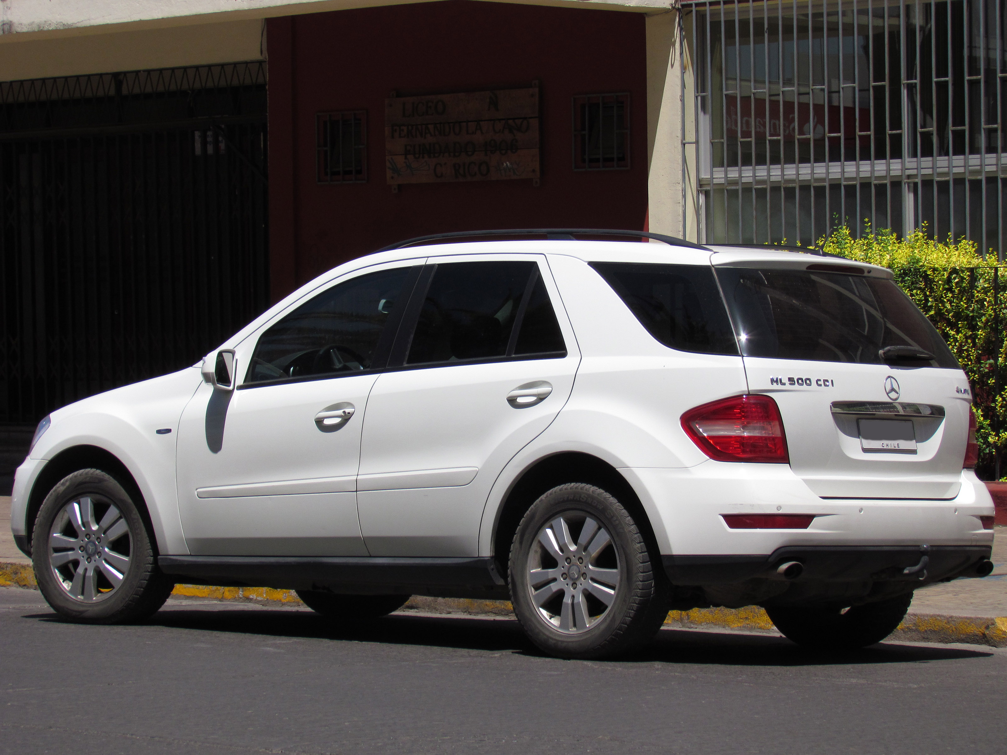 file mercedes benz ml 500 cdi 4matic 2010 14022340877 jpg wikimedia commons. Black Bedroom Furniture Sets. Home Design Ideas