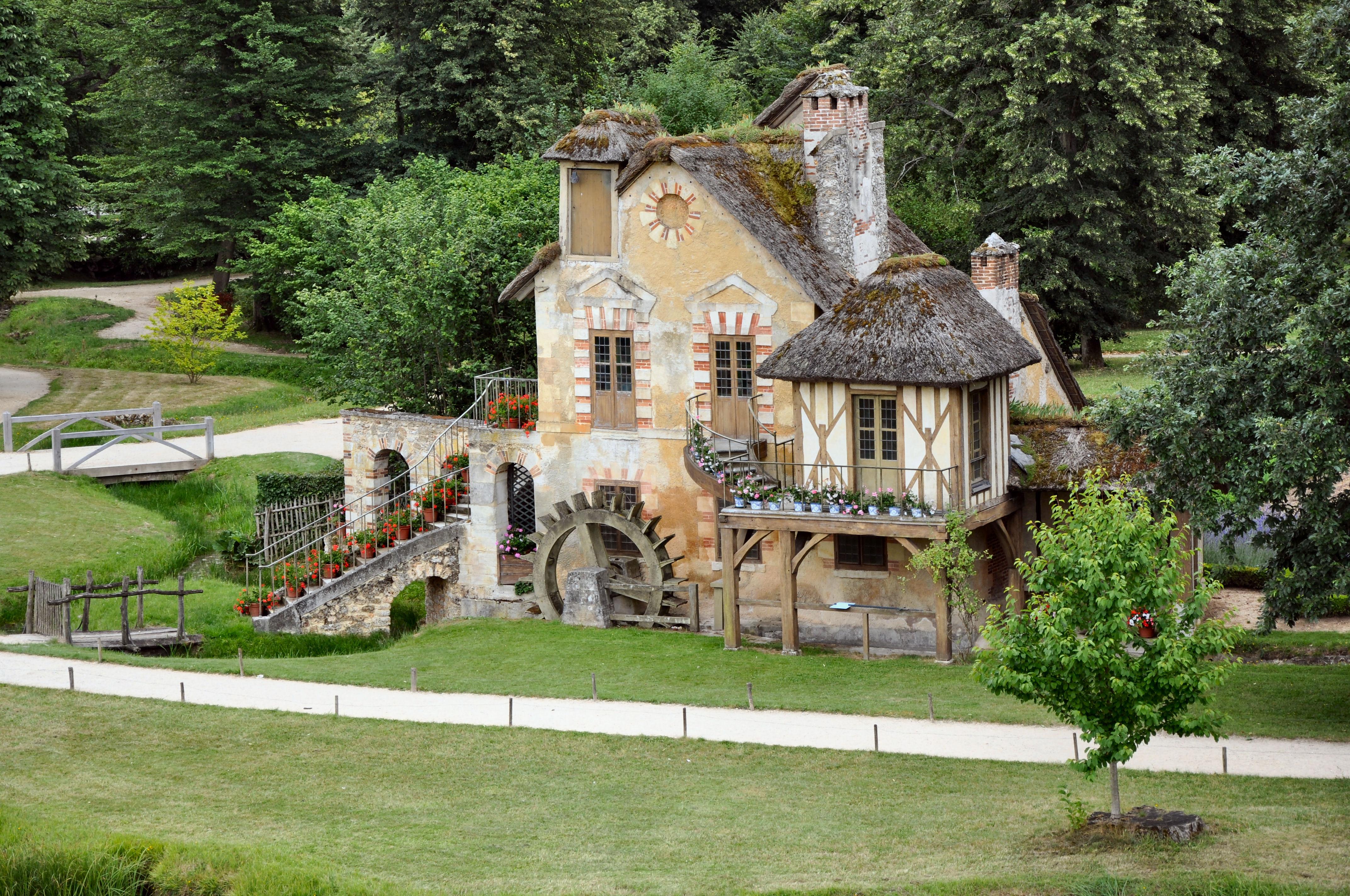 File:Moulin au Hameau de la Reine (1).jpg - Wikimedia Commons