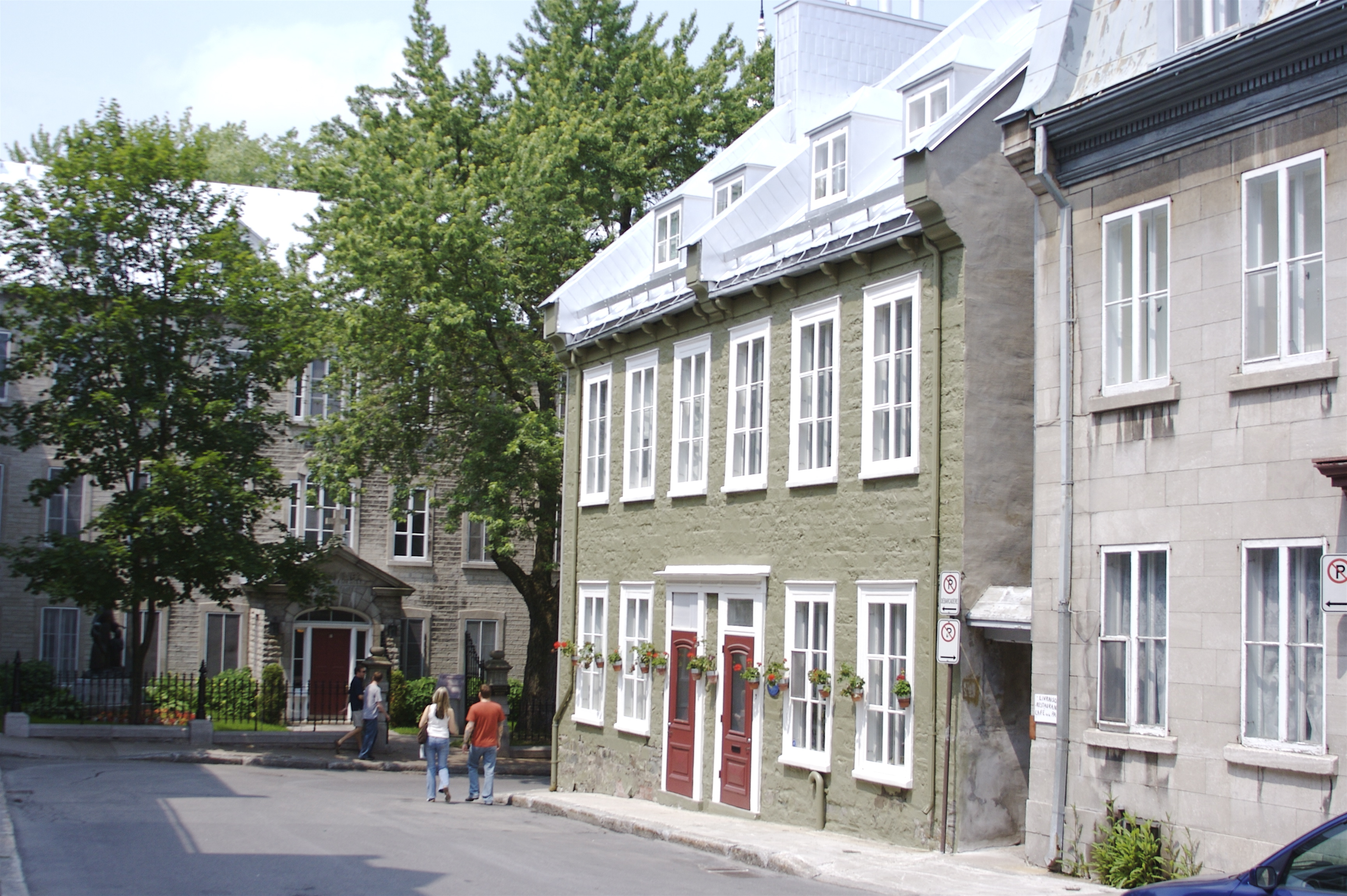 File:Old Quebec Olive Sided House.jpg - Wikimedia Commons