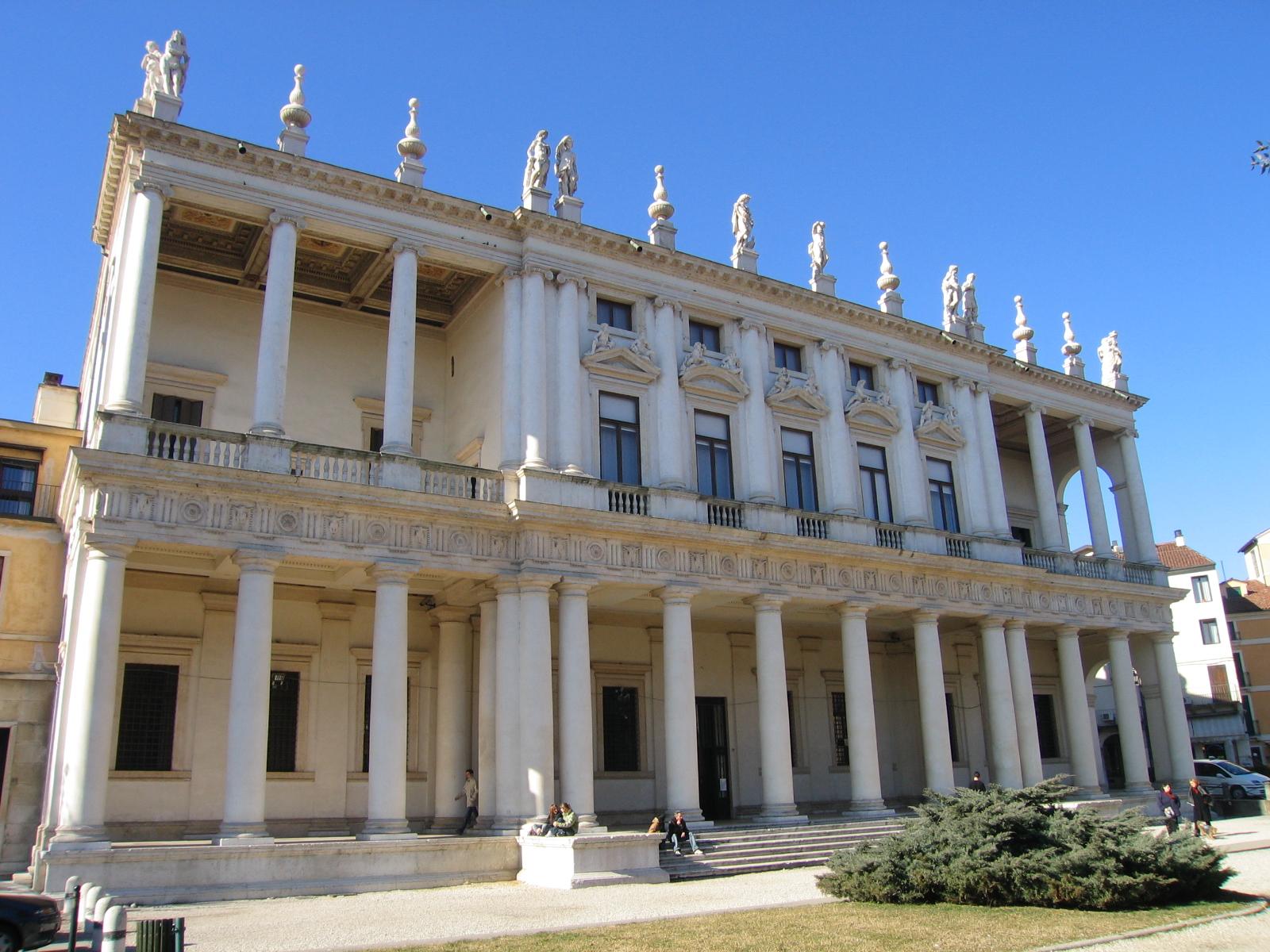 File palazzo chiericati ib vicenza wikimedia commons for Architettura classica