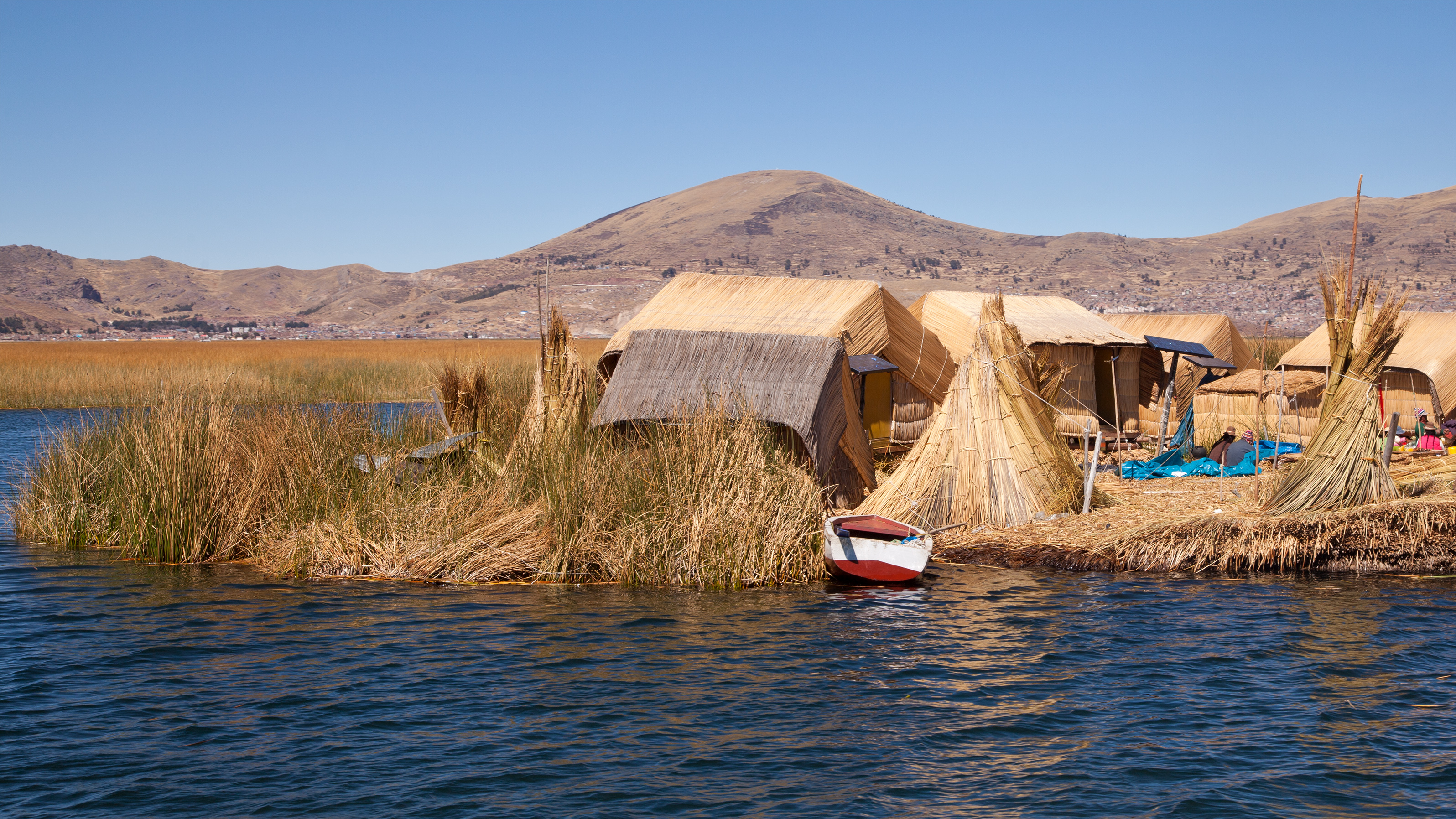 File:Peru Lago Titicaca Islas Flotantes.jpg - Wikimedia Commons