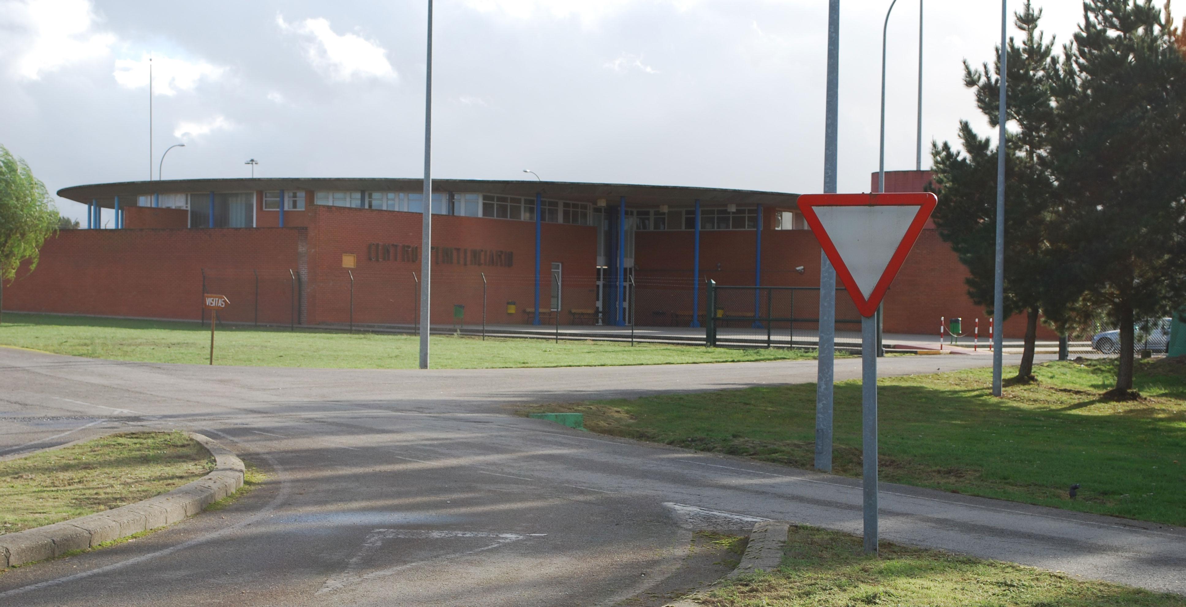 File:Porta <b>Centro</b> <b>Penitenciario</b> de <b>Teixeiro</b> A Coruña ...