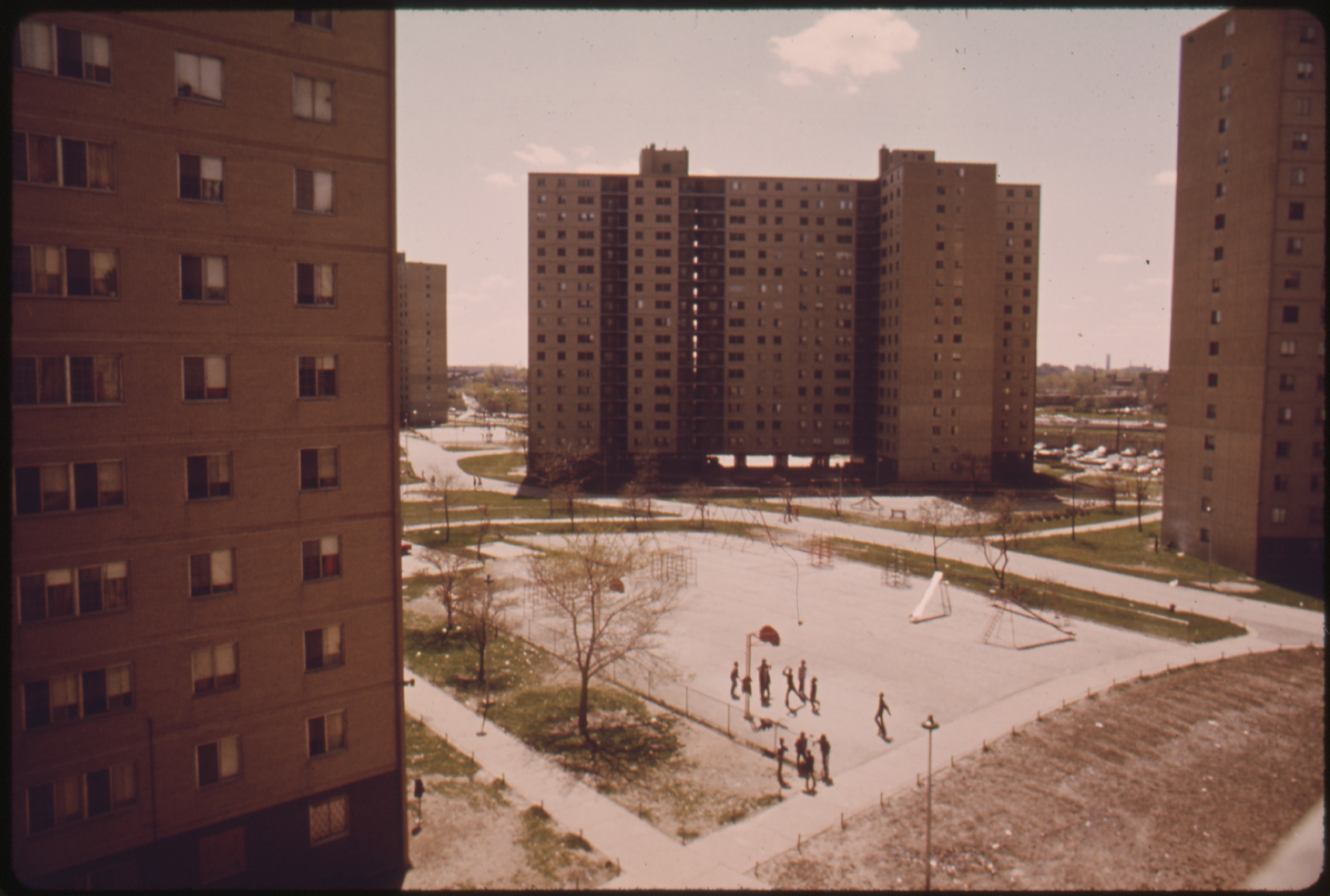 File:STATEWAY GARDENS HIGHRISE HOUSING PROJECT ON CHICAGO'S SOUTH SIDE ...