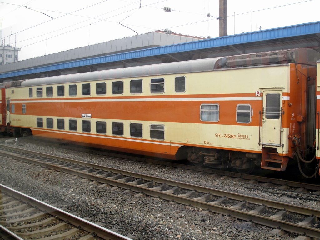double decker train car images galleries with a bite. Black Bedroom Furniture Sets. Home Design Ideas