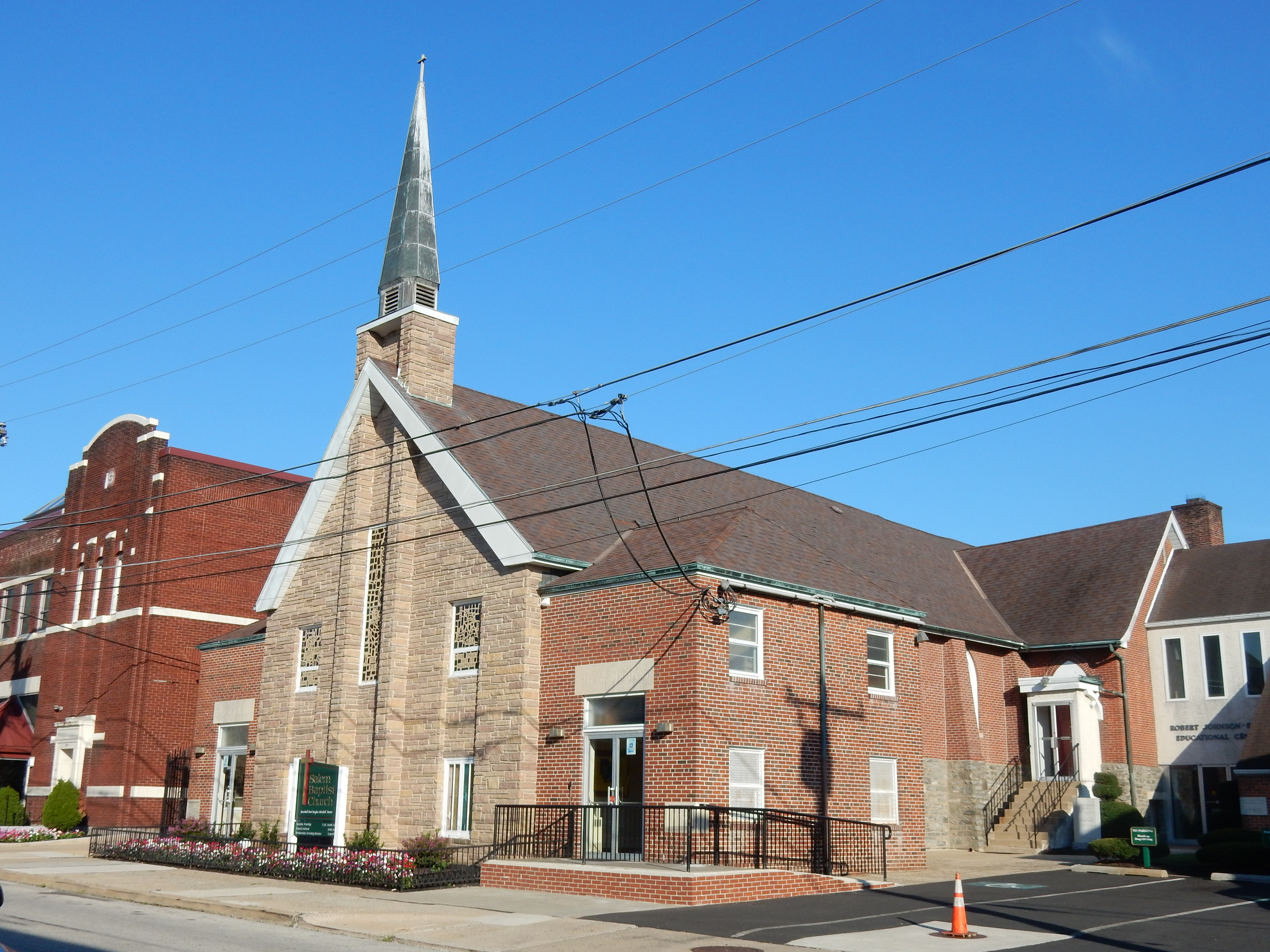 the salem baptist church Established in 1870 with 10 chartered members, salem baptist church, offers prayer and traditional and blended worship services for more than 1,800 individuals it provides.