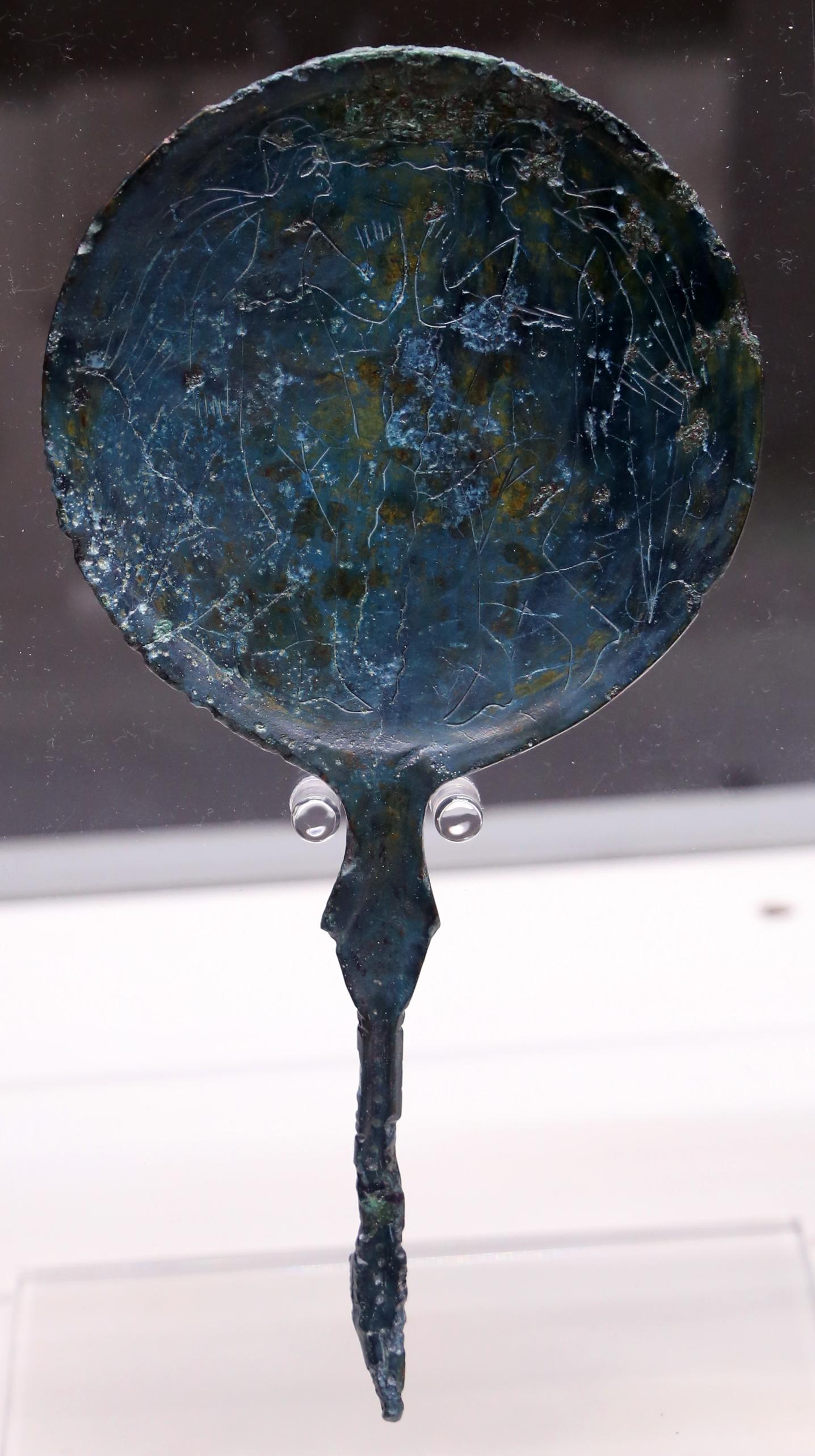 File specchio con decorazione di demoni femminili alati for Decorazione wikipedia