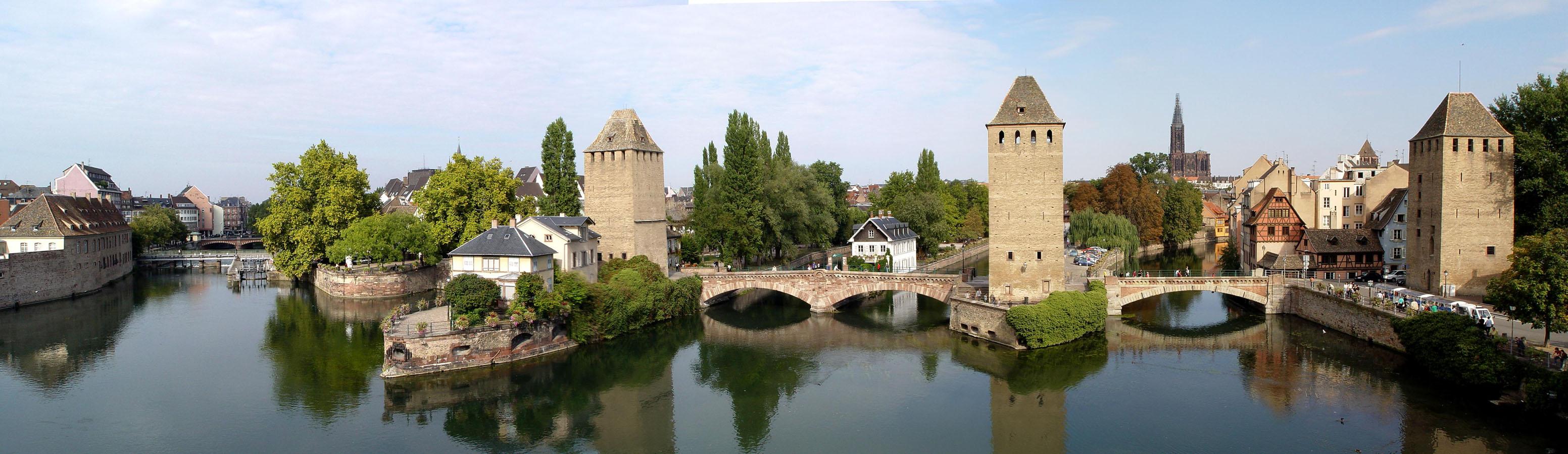 Bon Lundi Strasbourg_-_Ponts_Couverts_vus_de_la_terrasse_panoramique