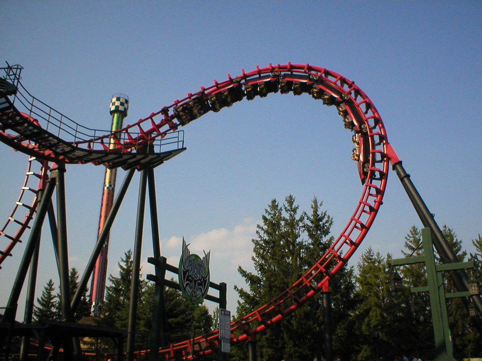 File:The Bat at Canada's Wonderland.jpg - Wikimedia Commons