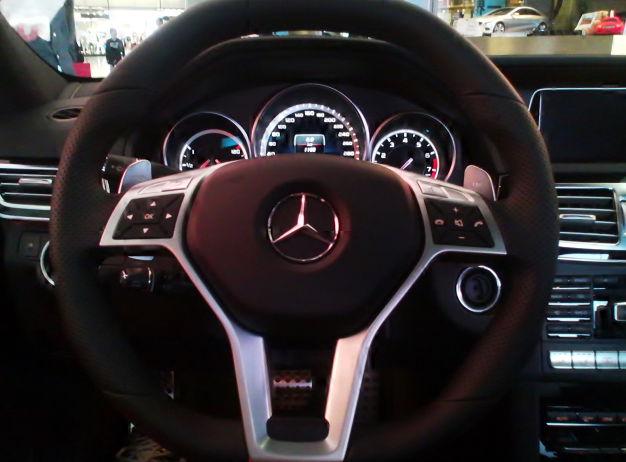 File the dashboard of mercedes benz e63 amg w212 my13 for Mercedes benz dashboard