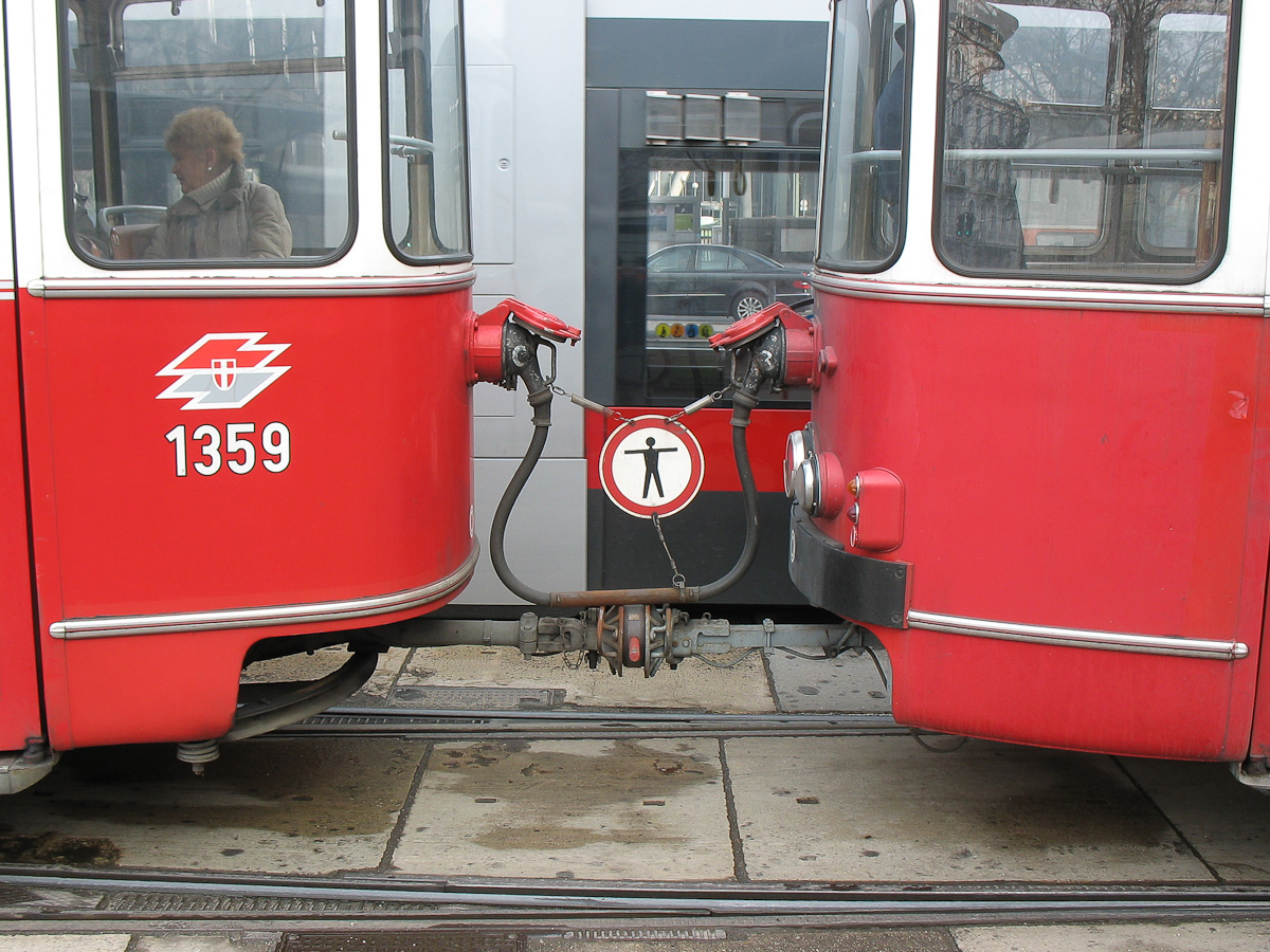 File:Tram-Coupler-of-Wien-1359.jpg