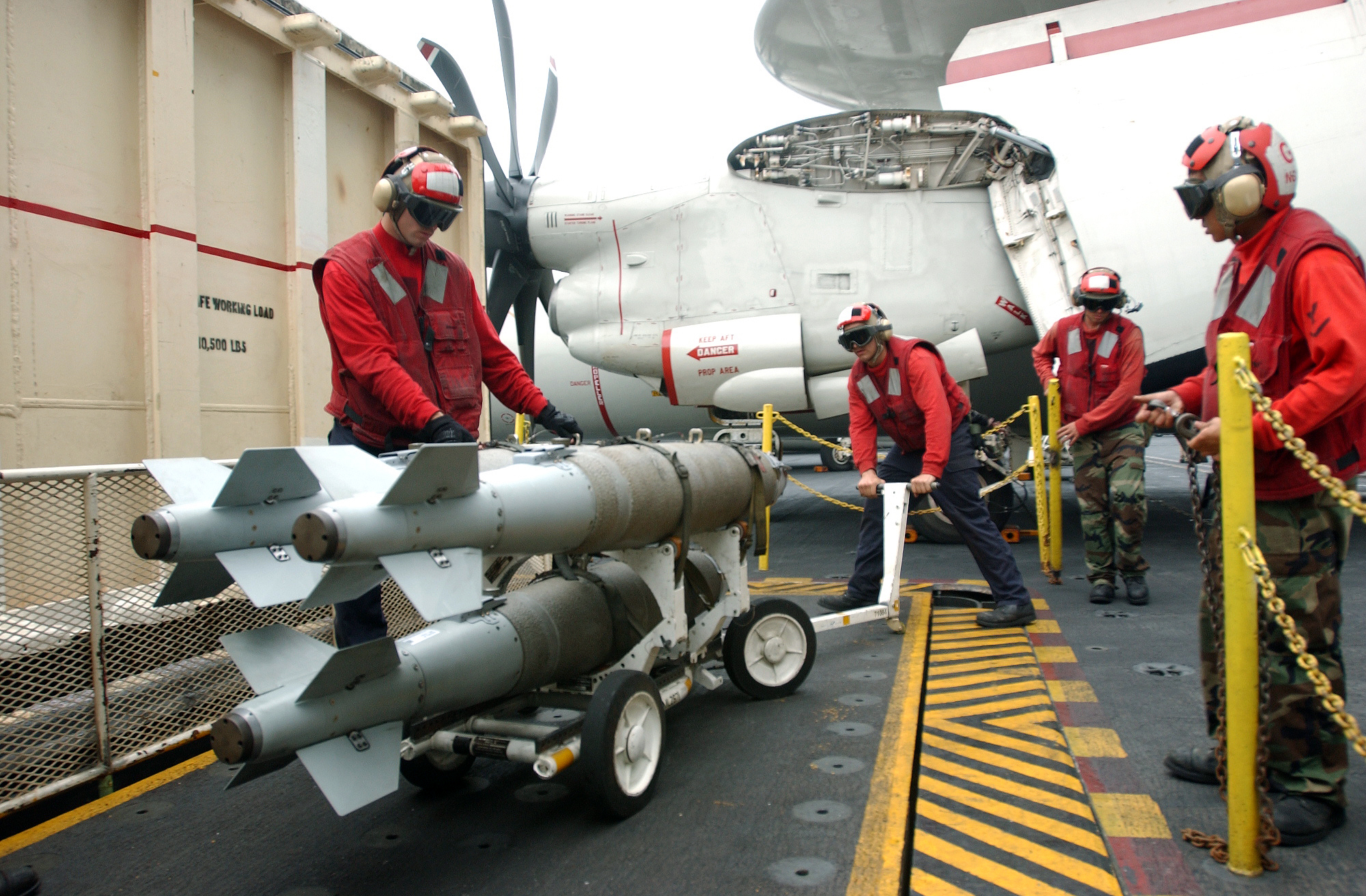 File:US Navy 051115-N-6484E-011 Aviation Ordnancemen place a weapons