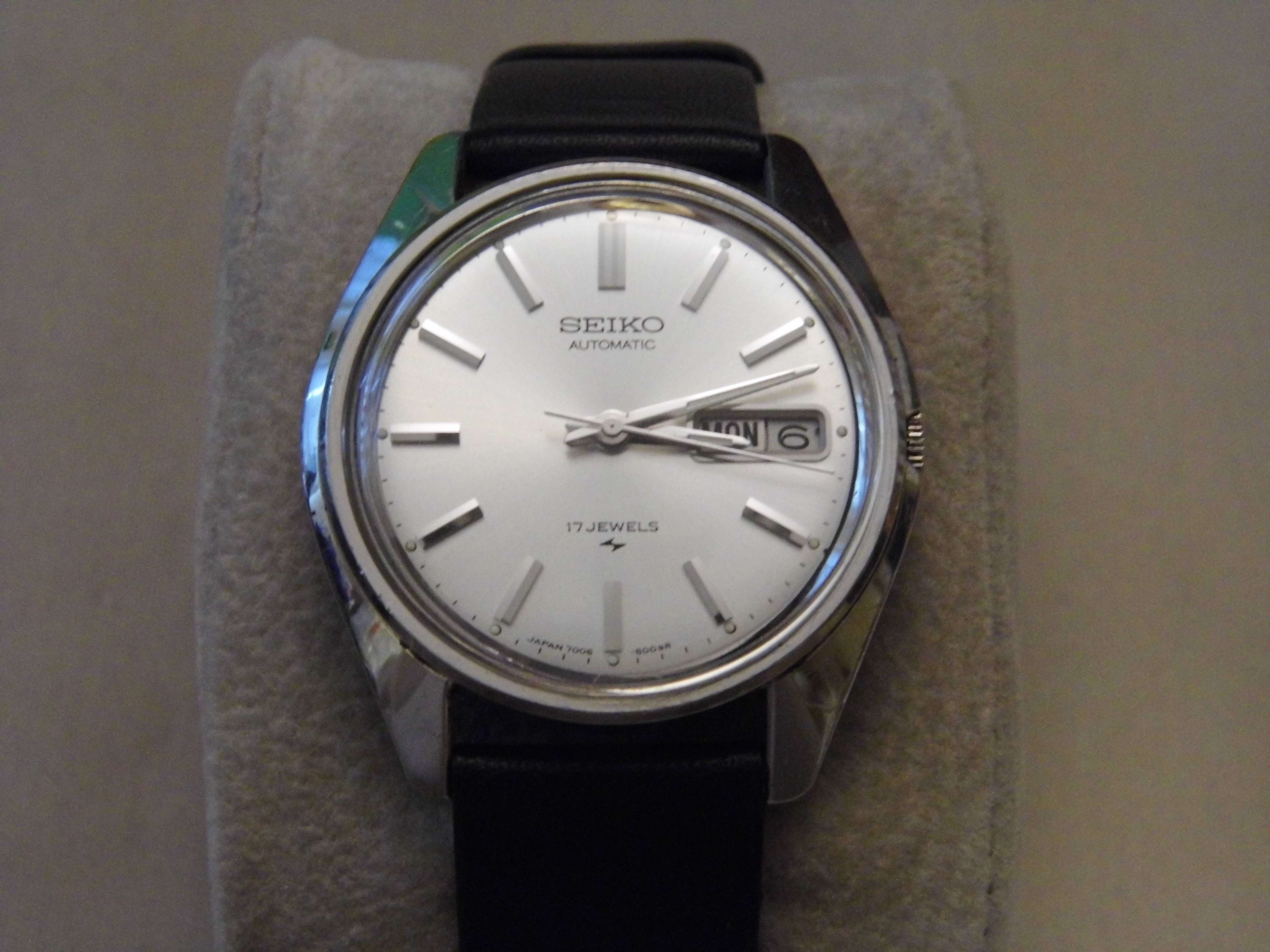 File vintage seiko men 39 s automatic wind wrist watch 17 jewels made in japan 8502825813 jpg for Watches japan