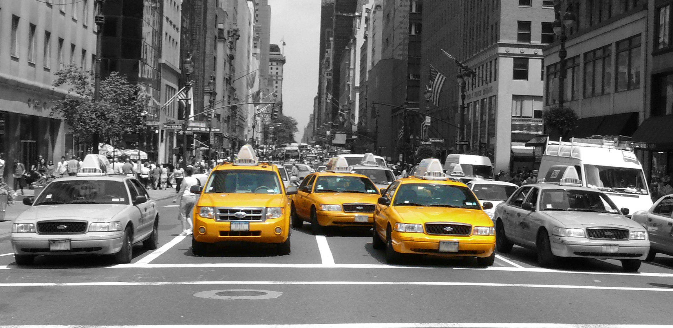 English: Yellow cabs on 5th Avenue at 44th Str...