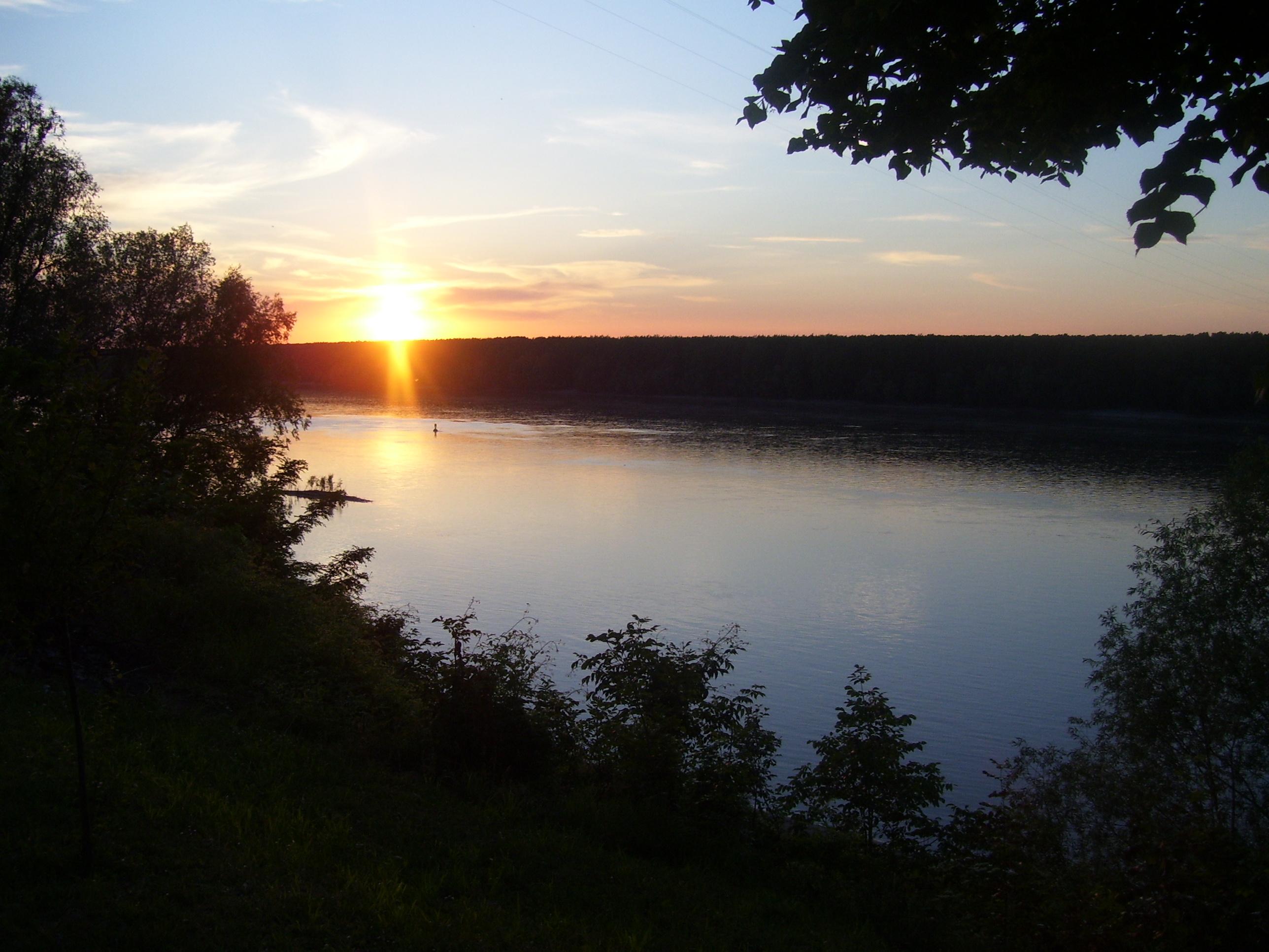 Izlazak i zalazak sunca Zalazak_Sunca_na_Dunavu