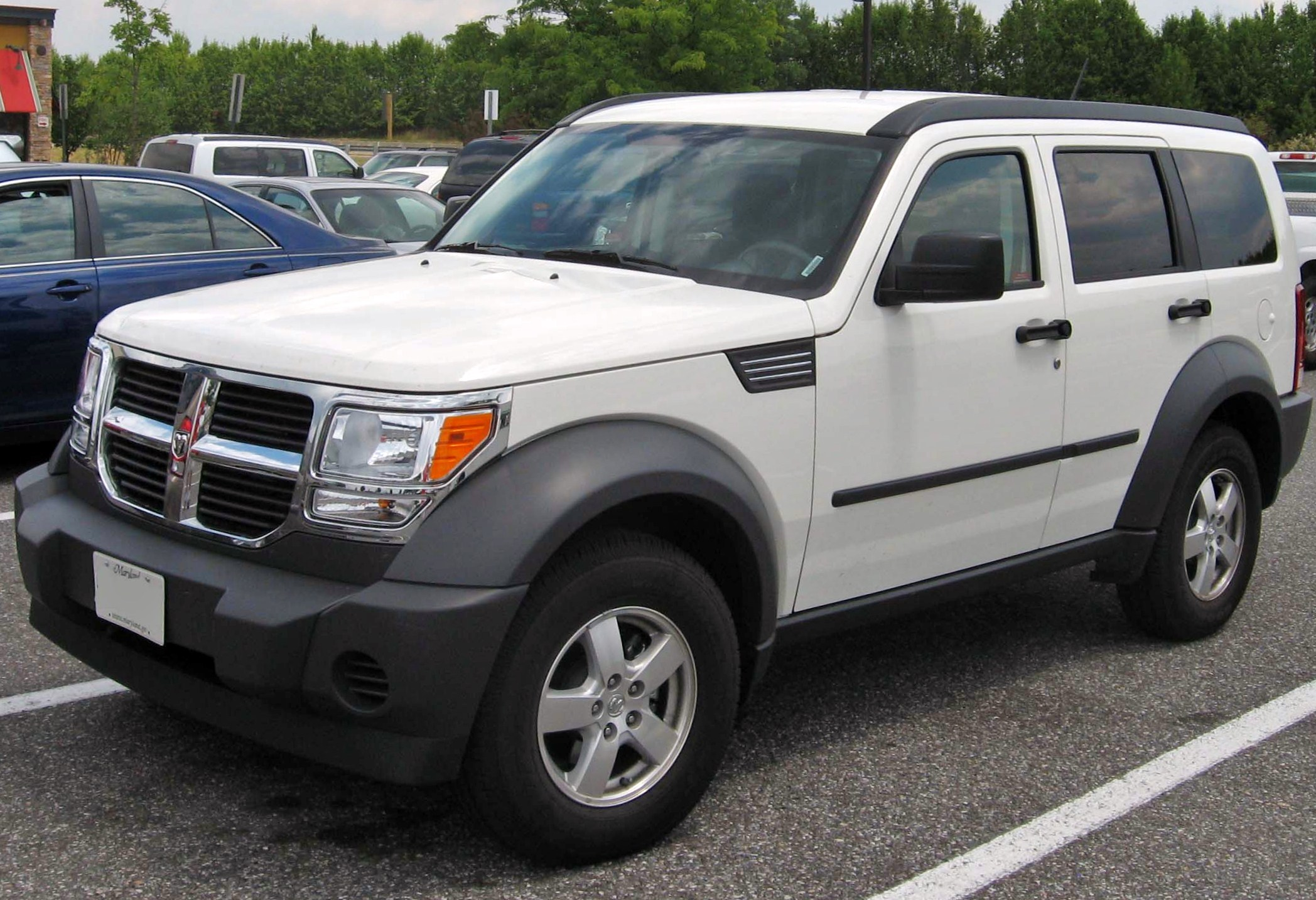 File:07 Dodge Nitro SXT.jpg - Wikimedia Commons