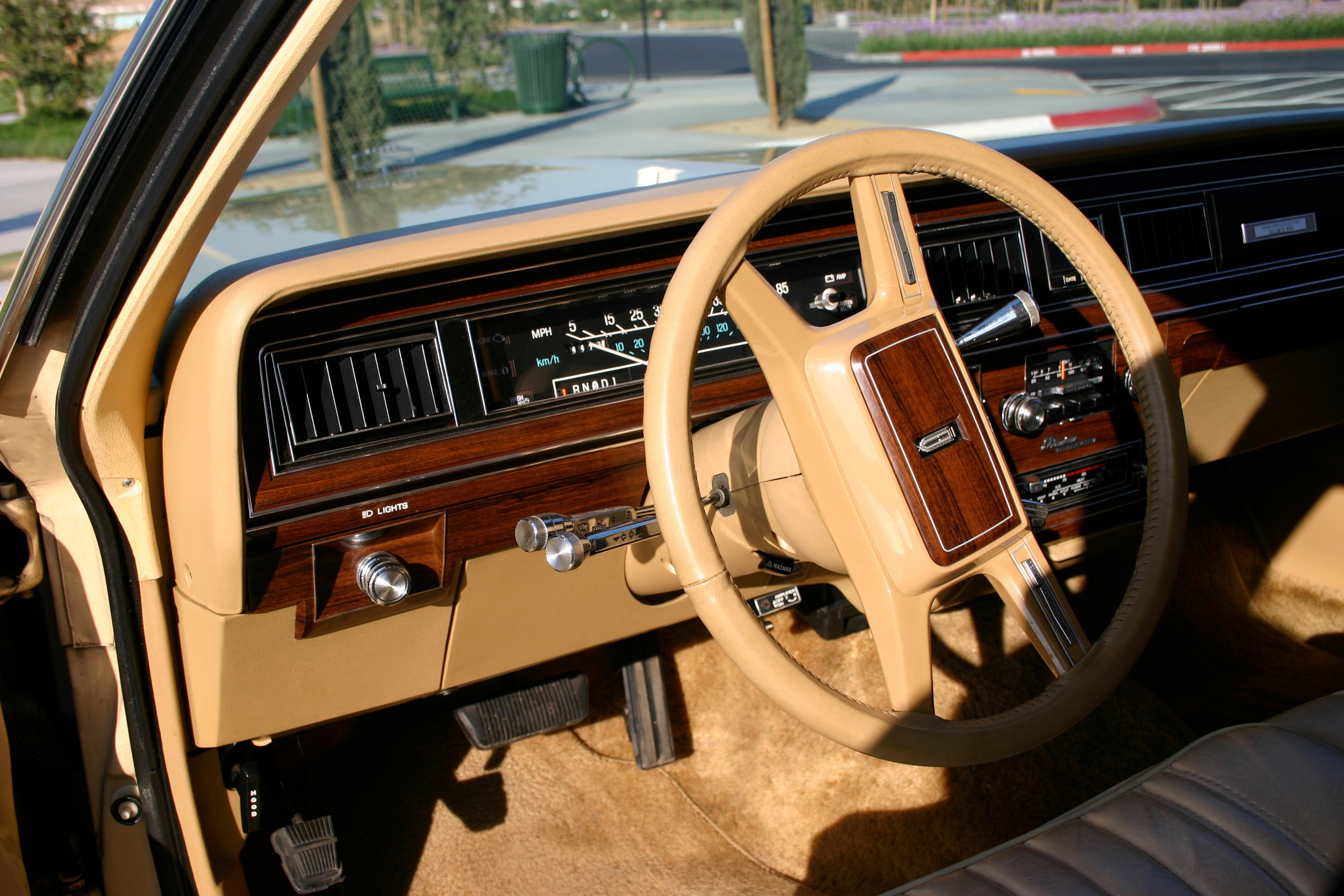 File 1982 country squire interior likewise 1972markiv1a likewise 1961 Lincoln Continental Pictures C13577 additionally File 1976 Lincoln Continental Mark IV Givenchy designer series  interior likewise 1068730 guilty Pleasure Lincoln Continental Mark V Givenchy Edition. on 1975 lincoln town car