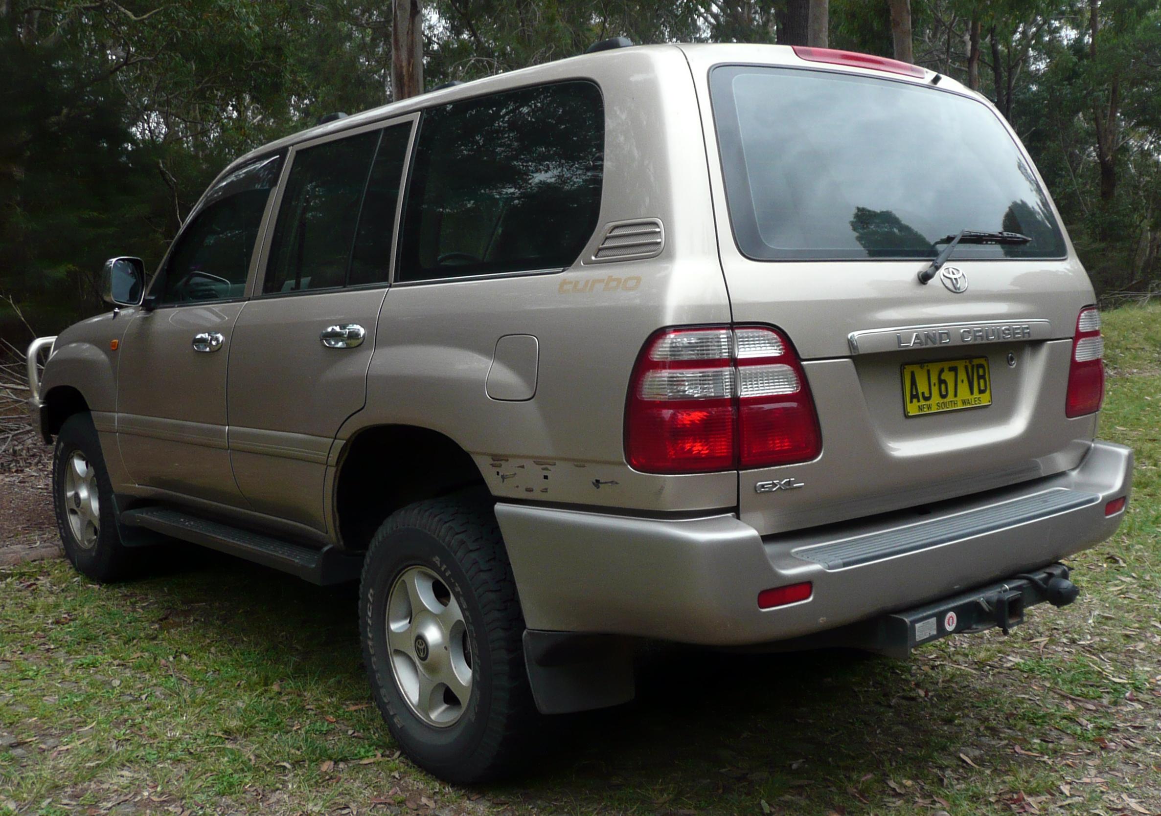 Toyota Land Cruiser Wiki >> File:2002-2005 Toyota Land Cruiser (HDJ100R) GXL 01.jpg - Wikimedia Commons