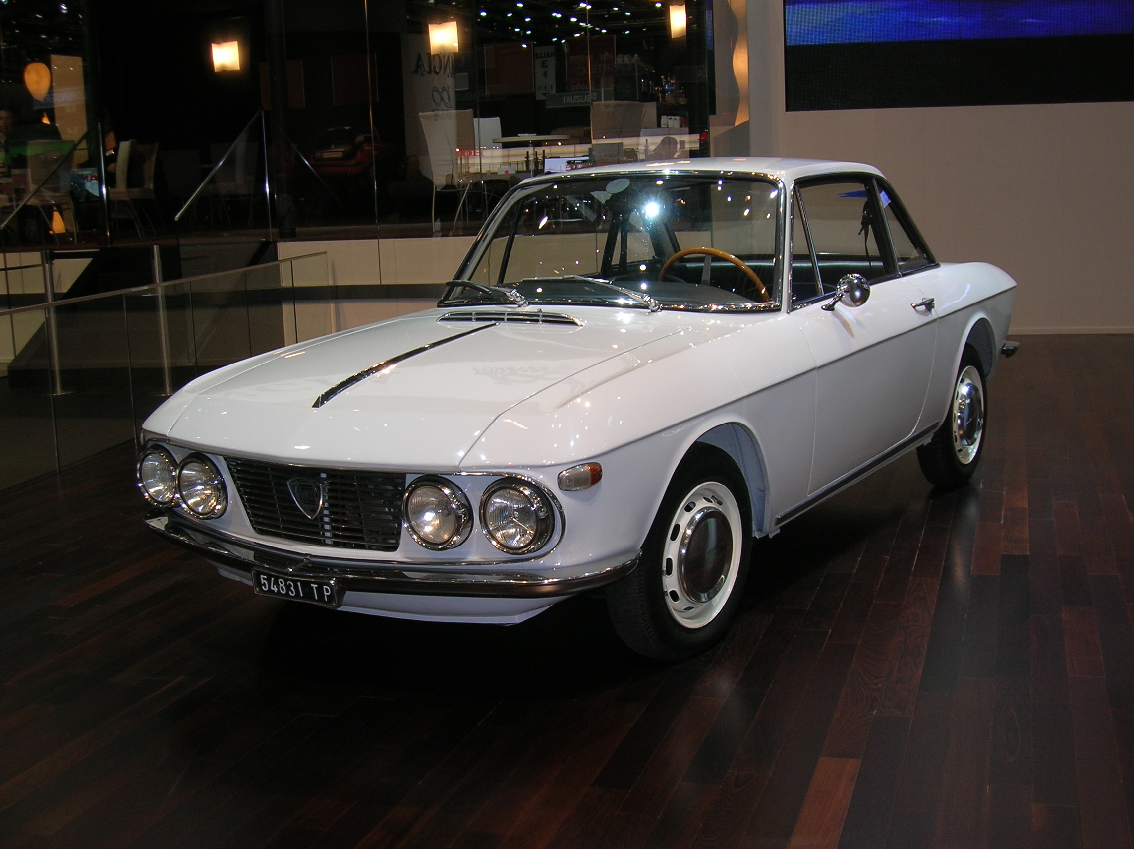 https://upload.wikimedia.org/wikipedia/commons/8/84/2006_SAG_-_Lancia_Fulvia_Coup%C3%A9_I_1967-01.JPG