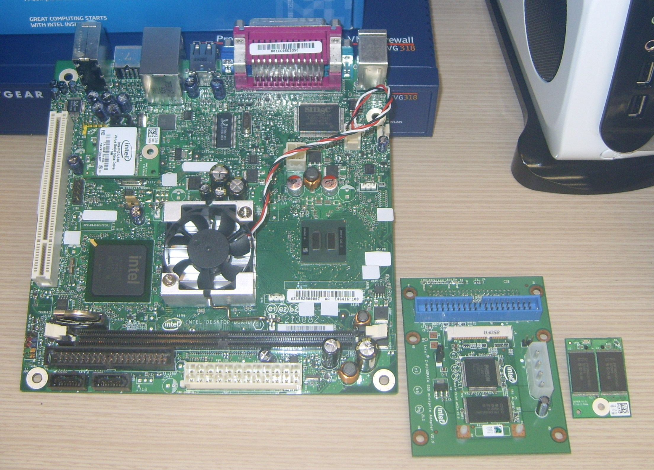 Intel Desktop Board D945GCLF2