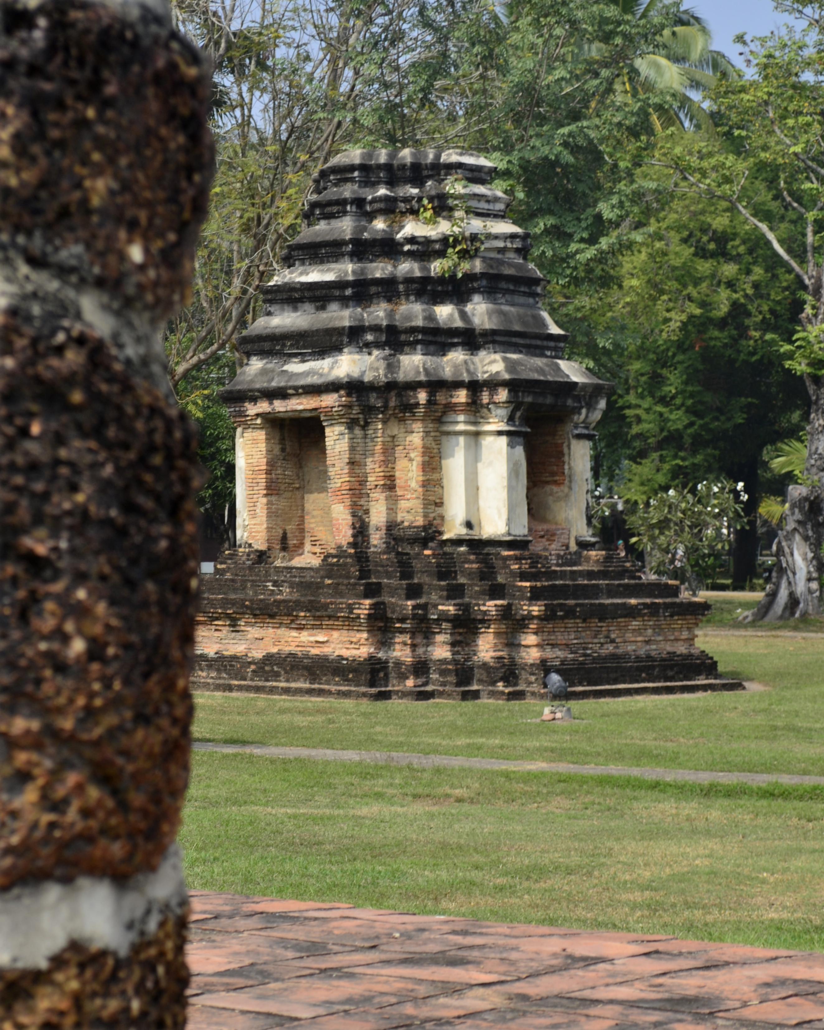 File:201312141204a HL ps Sukhothai, Wat Traphang Ngoen.jpg ...
