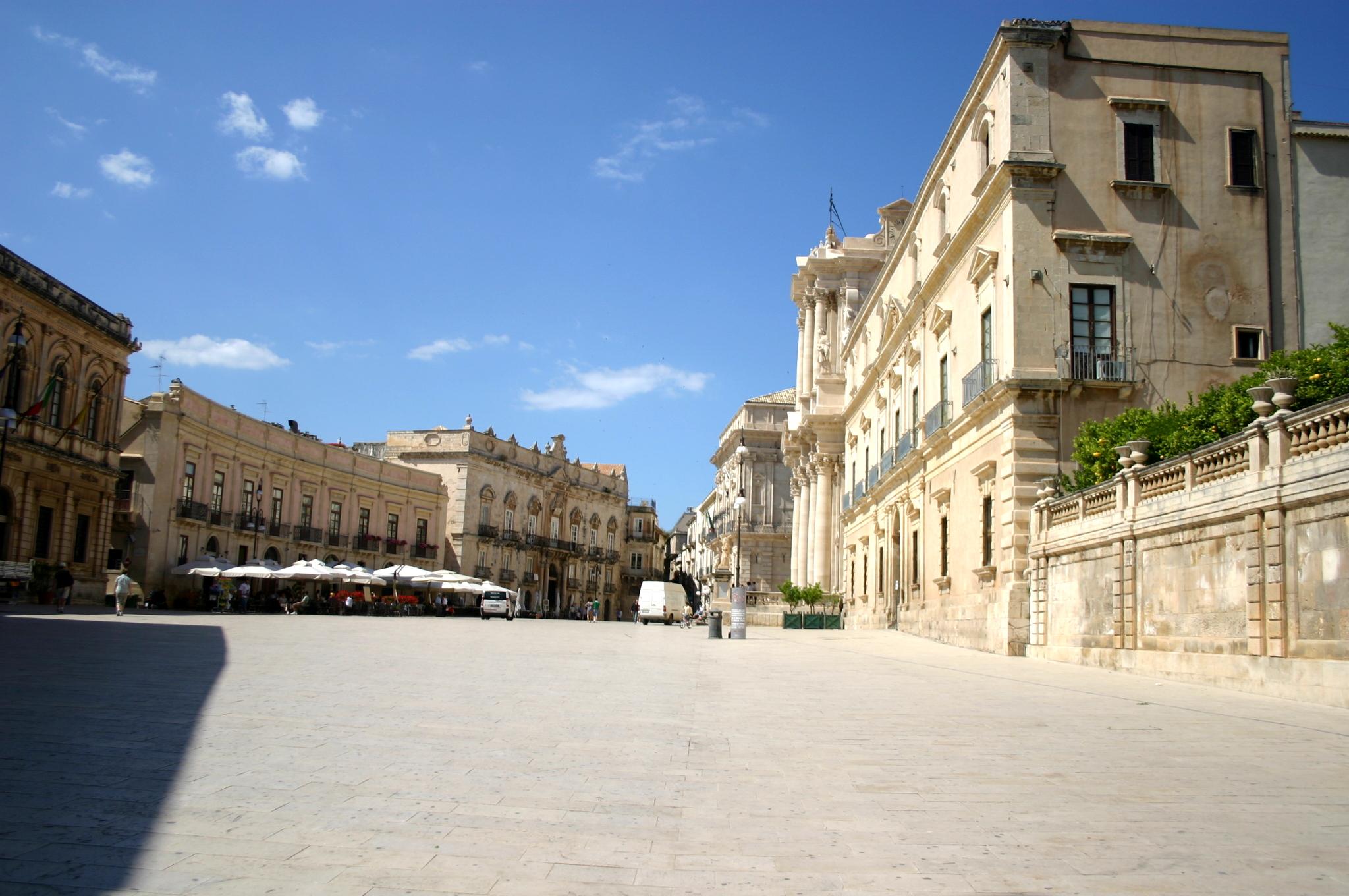 File 2535 siracusa piazza duomo foto giovanni dall for Hotel siracusa centro storico