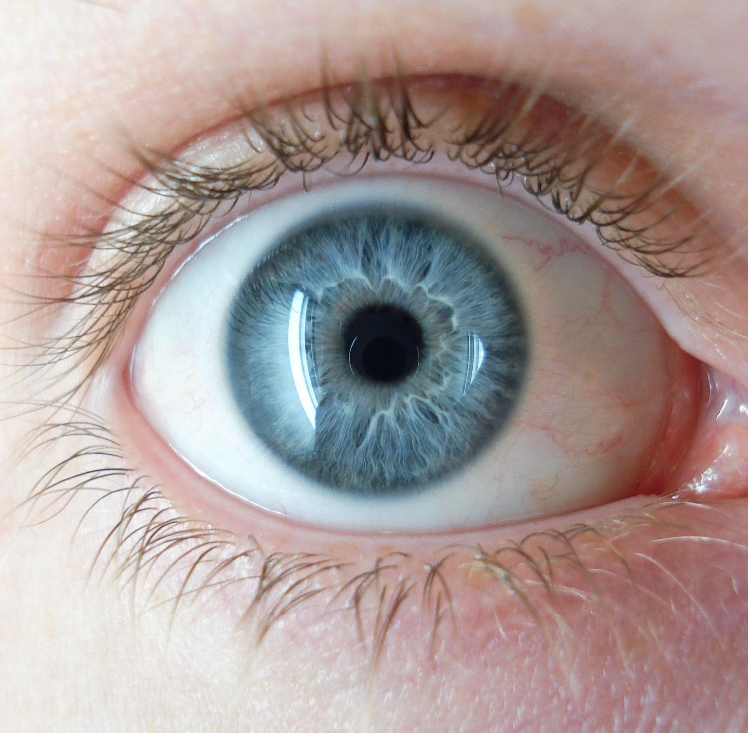 A látás romlott; a pupillák kitágultak